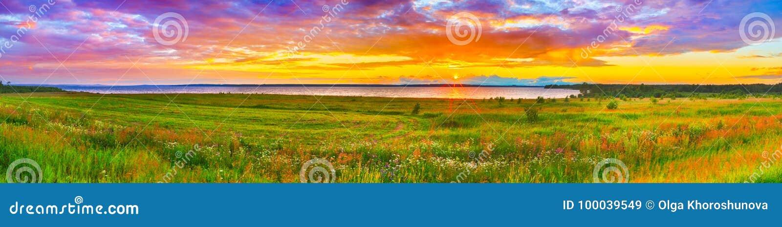 Zmierzch nad rzecznym Kama panorama