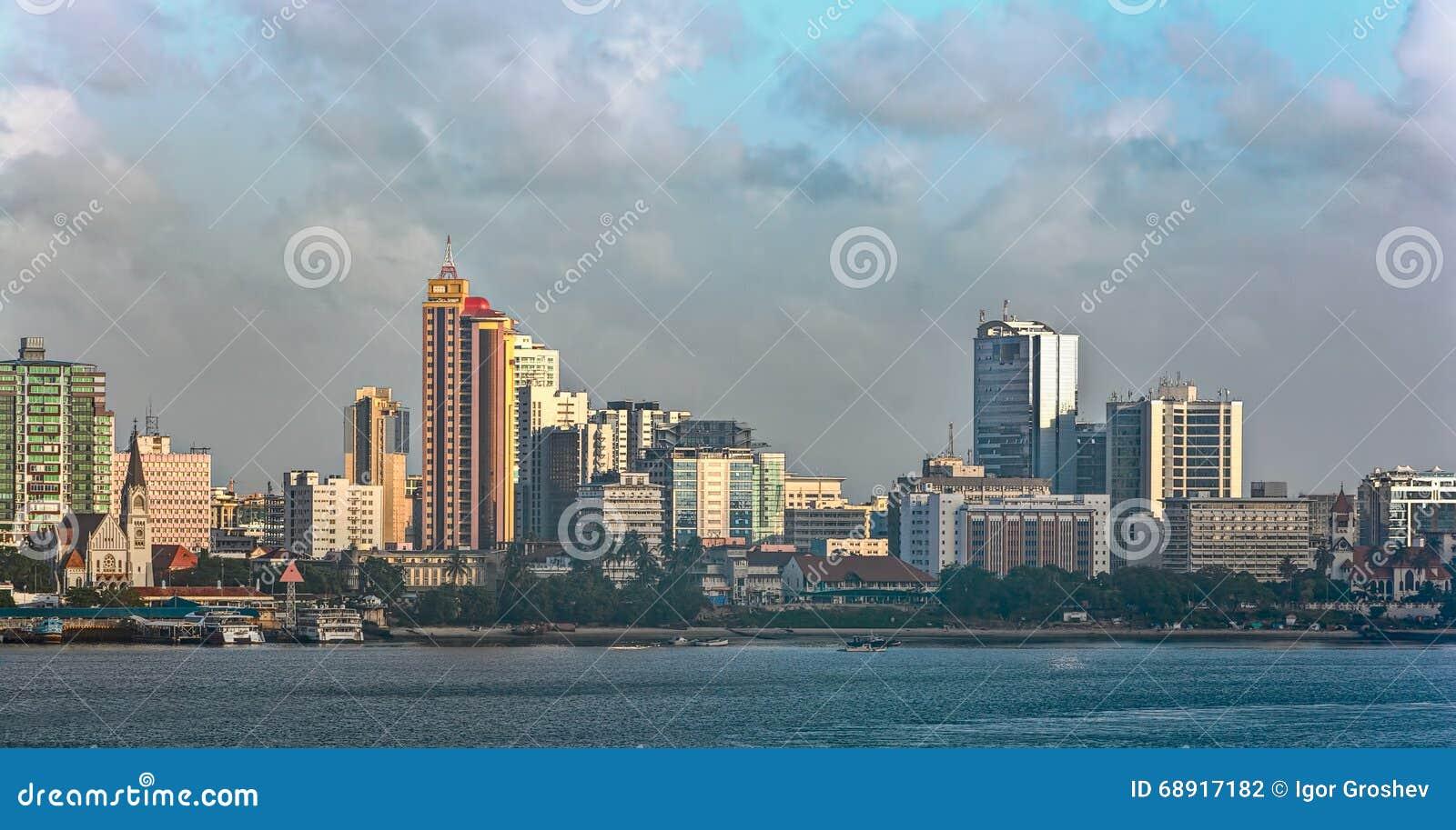 Zmierzch panorama Daru Es Salaam centrum miasta