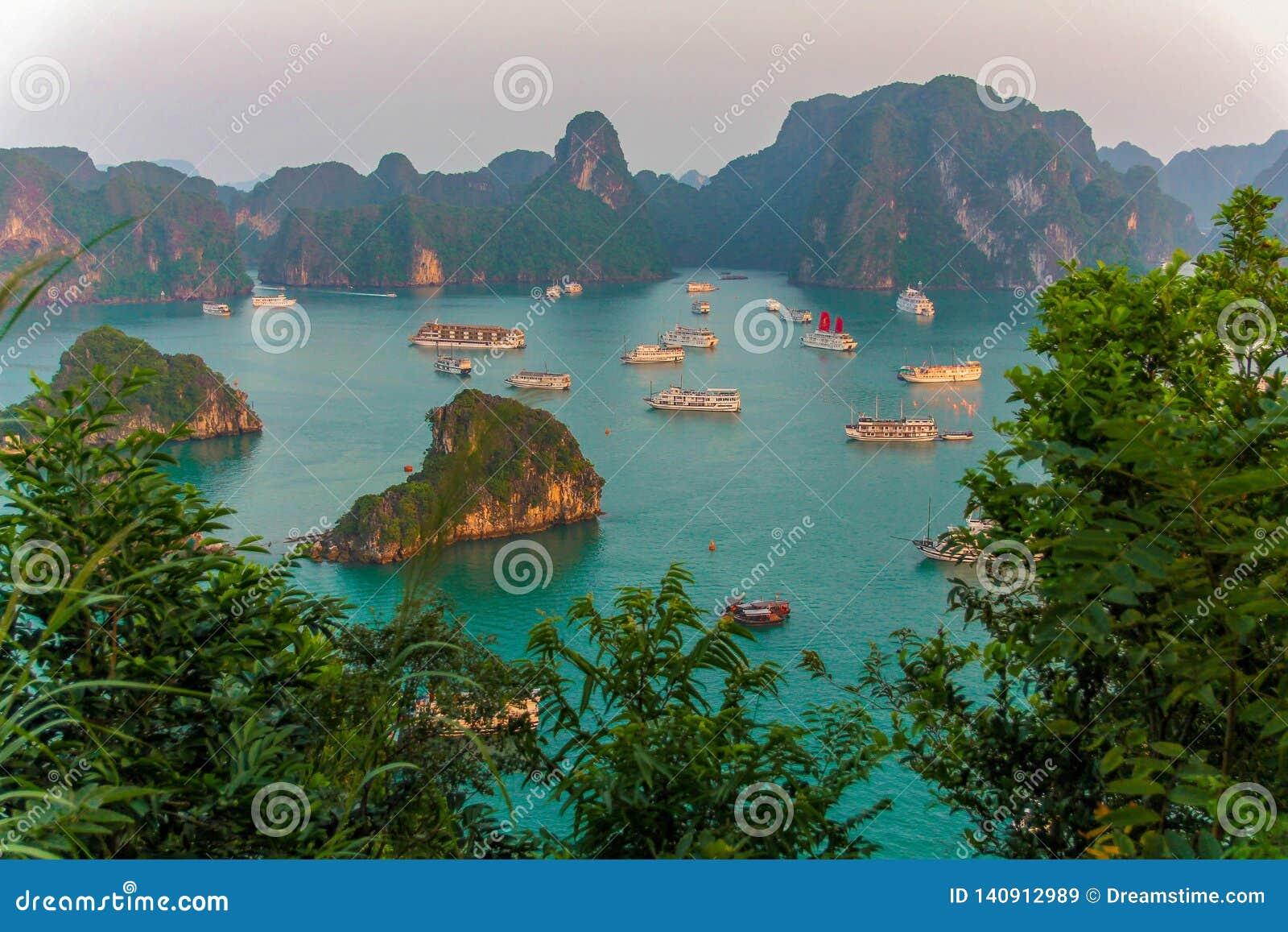 Zmierzch w brzęczeniach Tęsk zatoka, Wietnam