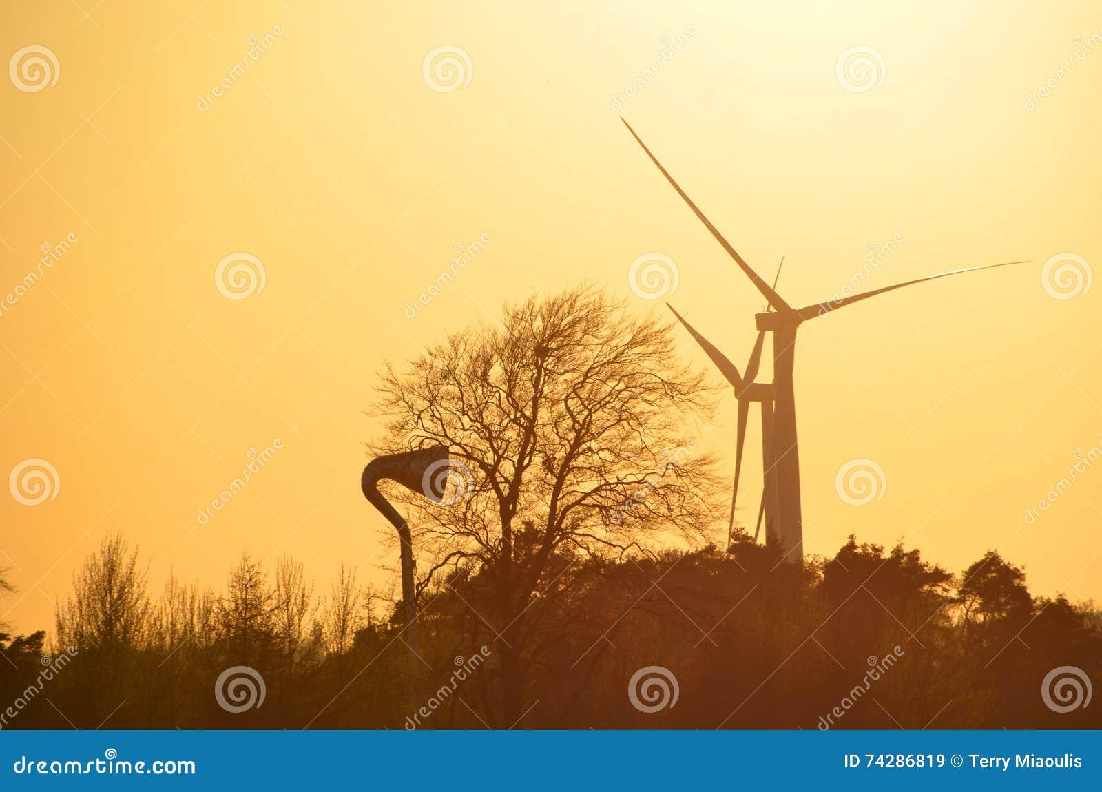 Zmierzch za silnikami wiatrowymi