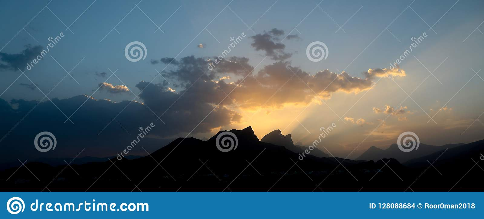 Zmierzchu zmierzch w góra oszustach Oman