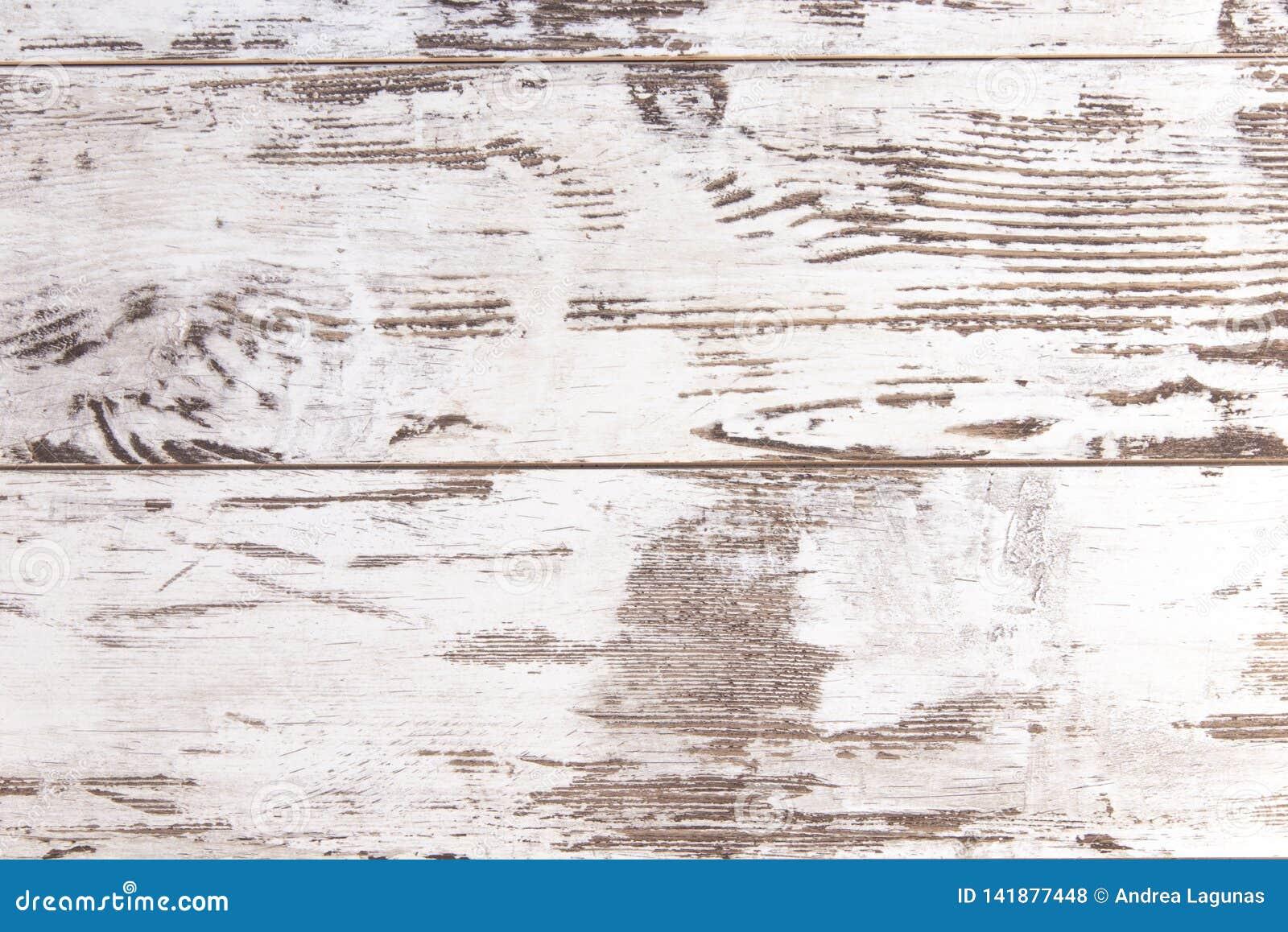 Zmizerowana biała drewno ściana