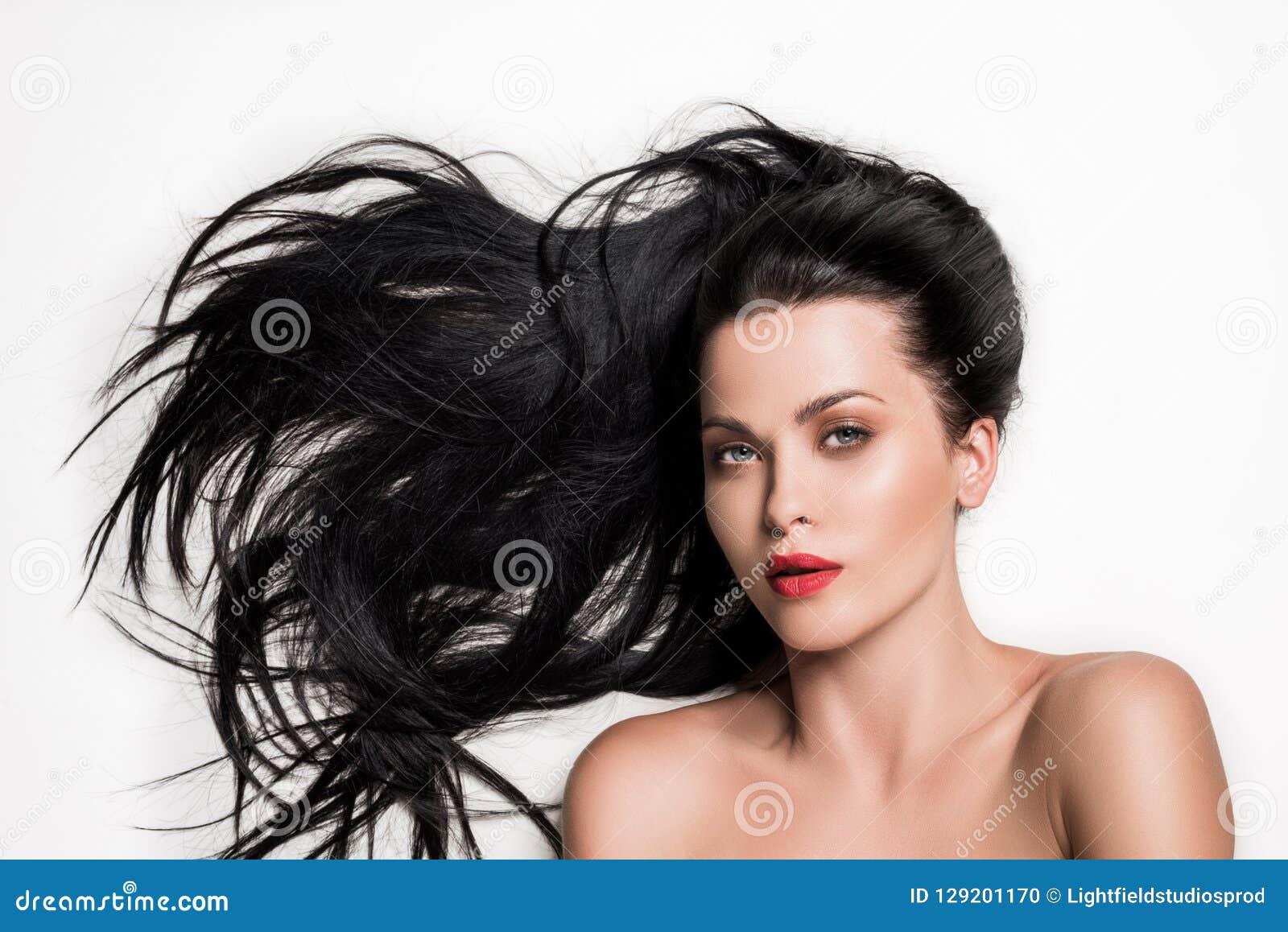 Zmysłowa kobieta z pięknym opanowanym włosy