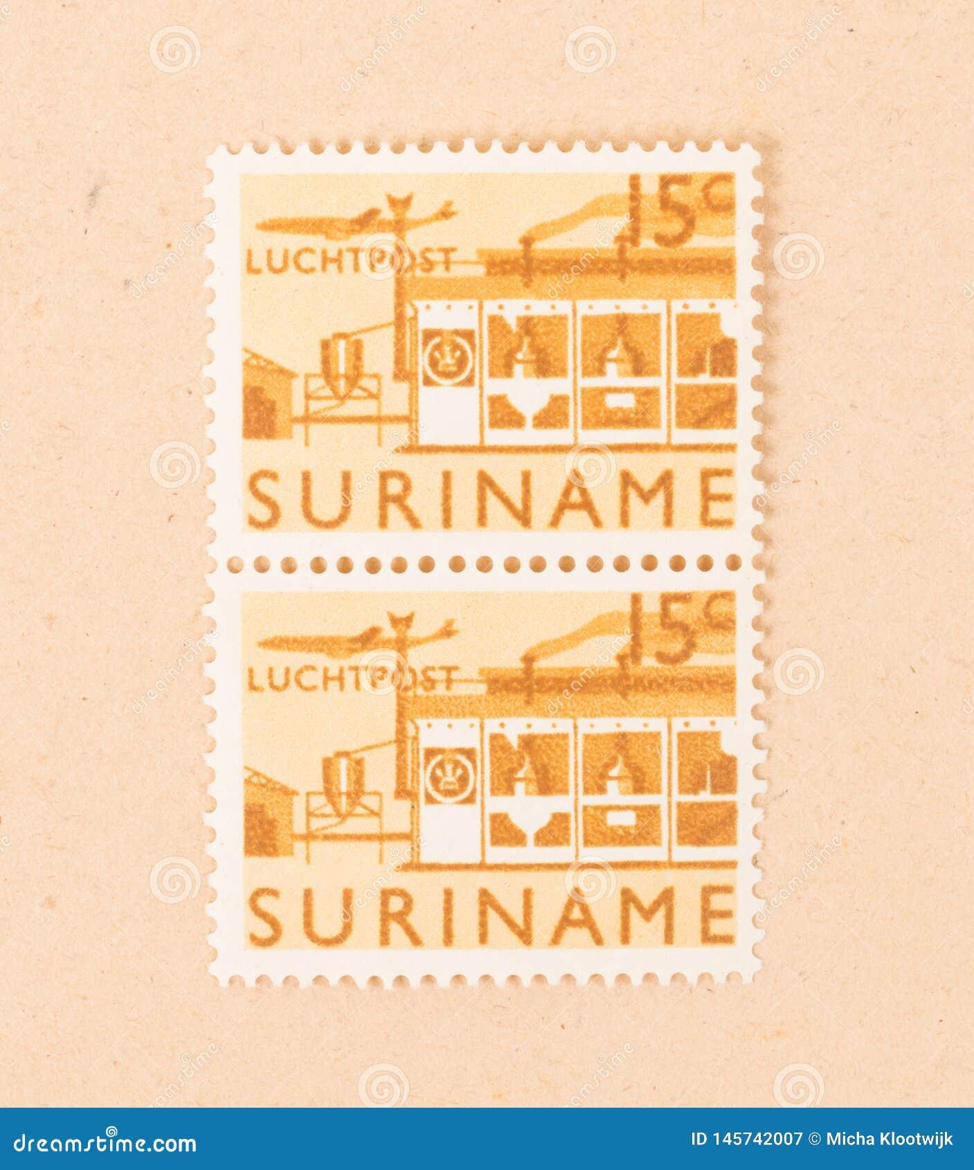 Znaczek drukujący w Suriname pokazuje fabrykę około 1970,