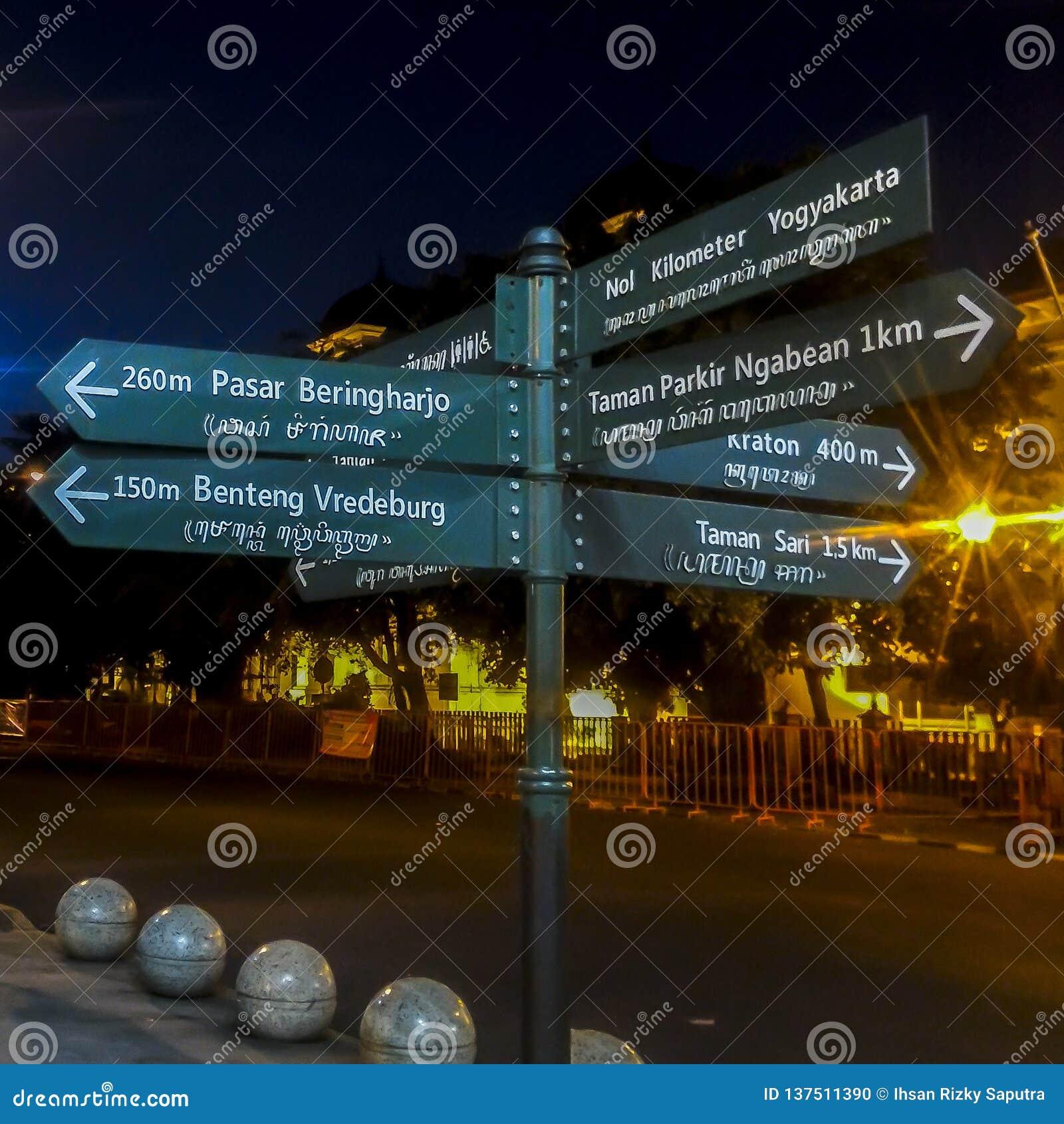Znaka Ulicznego kierunek w Yogyakarta