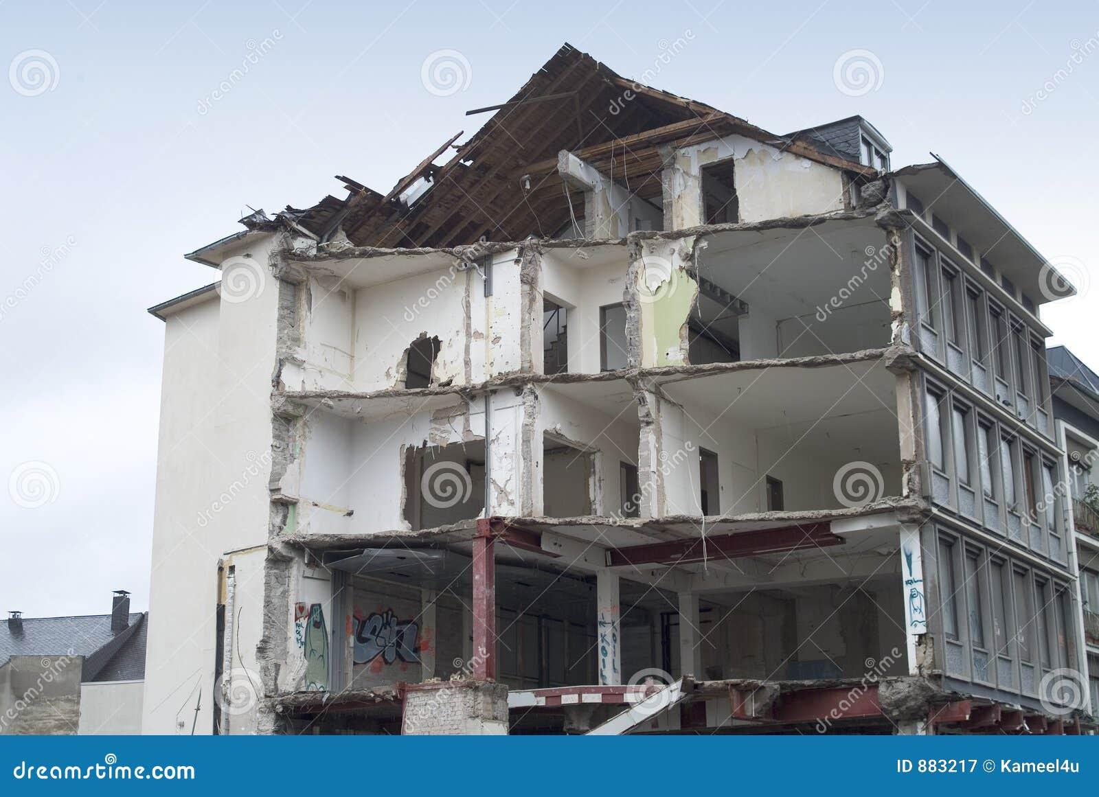 Zniszczenie budynku.