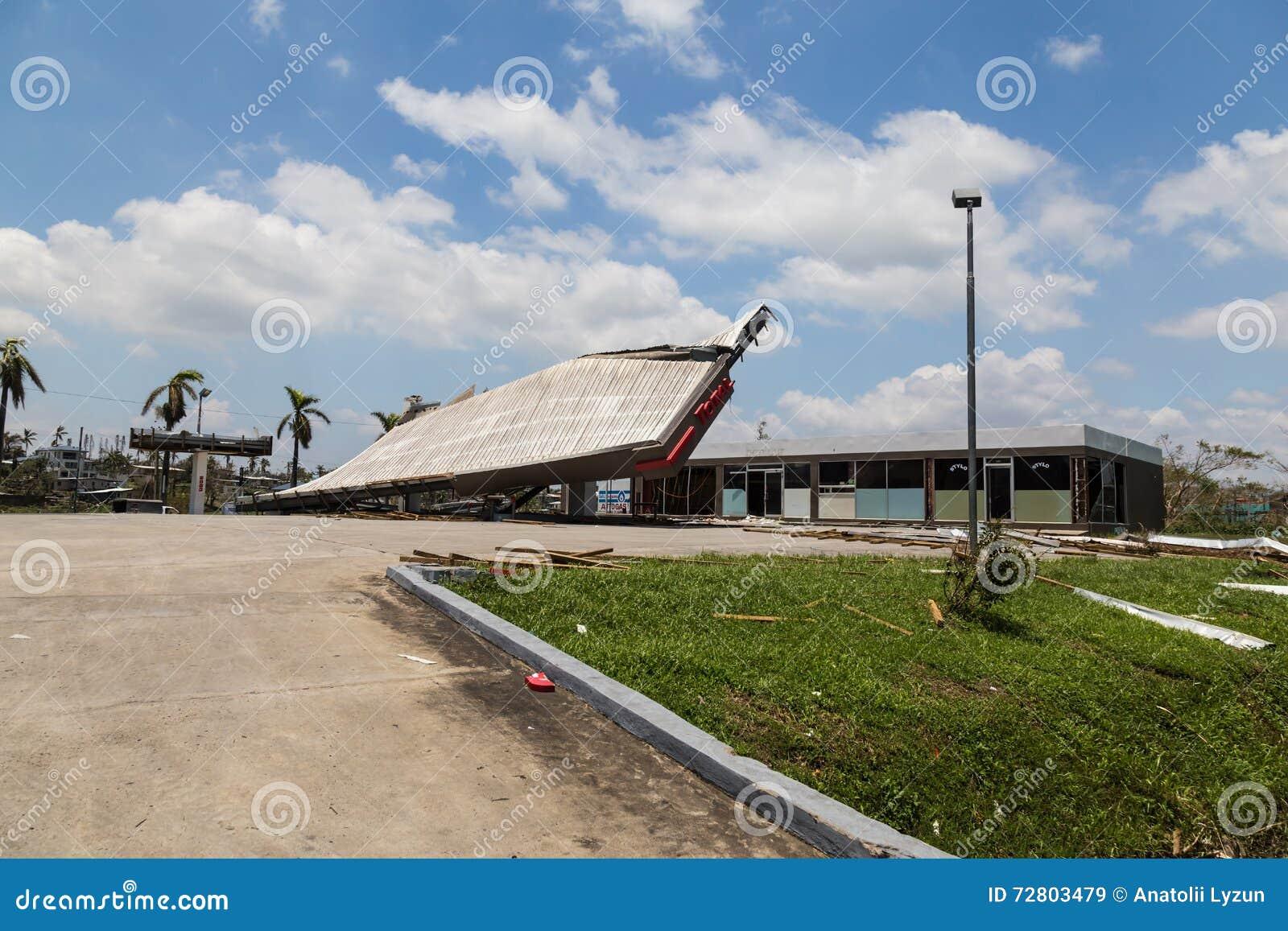 Zniszczenie stacja benzynowa w miasto półdupkach drucik
