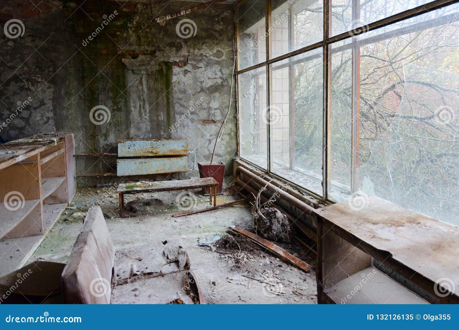 Zniszczenie w sali Żadny szpital 126, zaniechany miasto widmo Pripyat w Chernobyl niedopuszczenia strefie, Ukraina