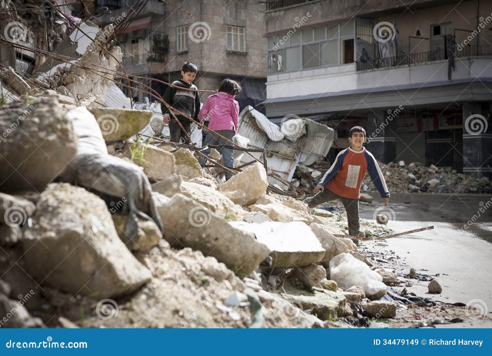 Zniszczony buduje Aleppo.