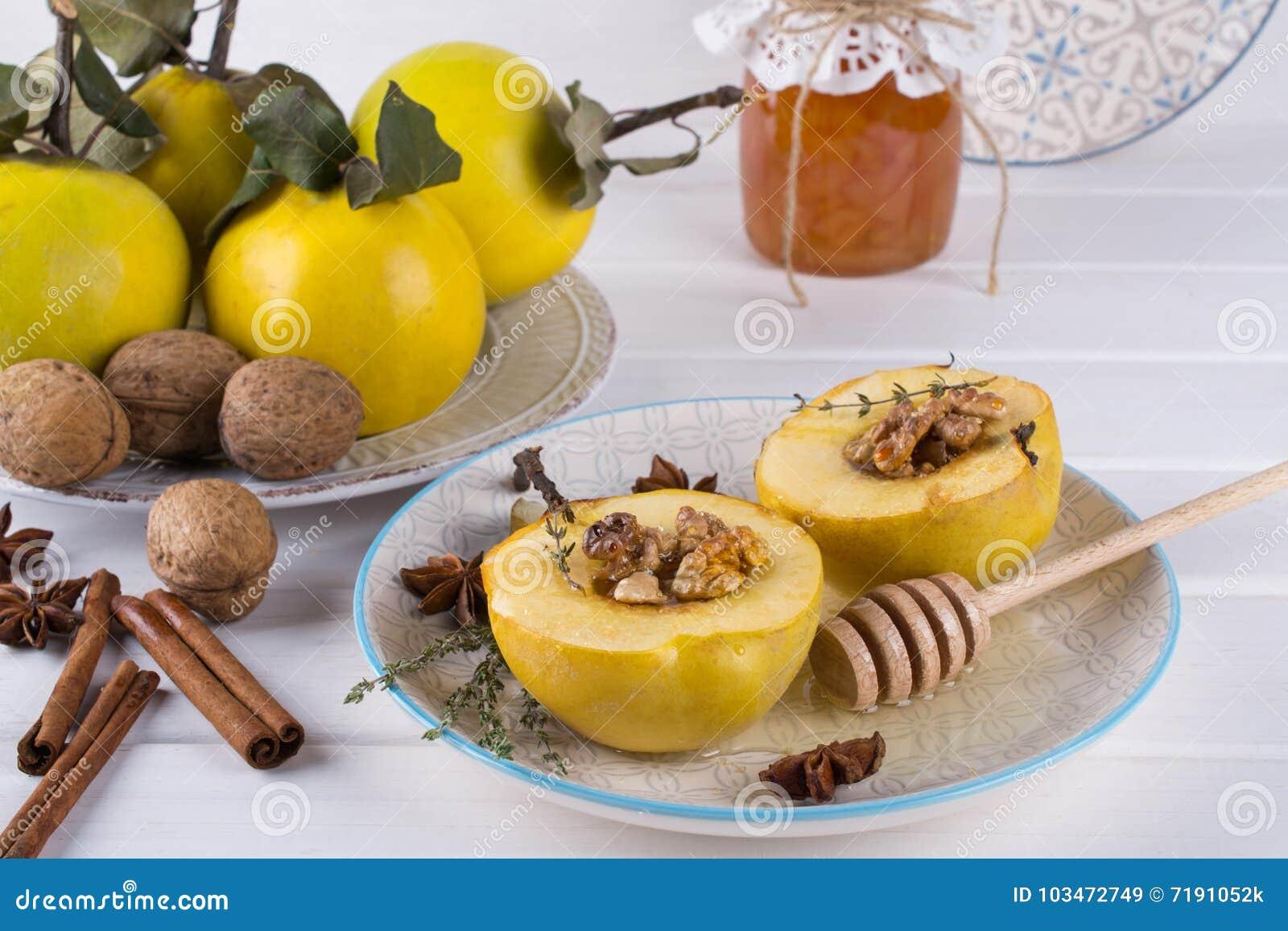 Zoet Gezond Dessert Fruitkweepeer met honing