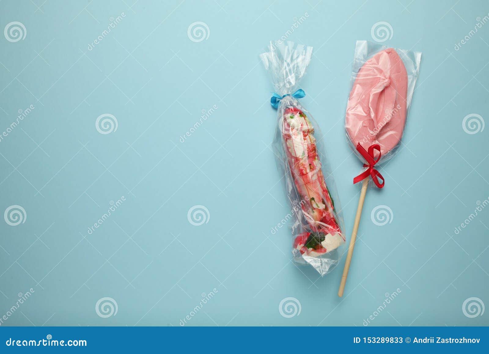 Zoet suikergoed twee in vorm van penis en vagina Seksuele verhouding als paar, foreplay en genoegen