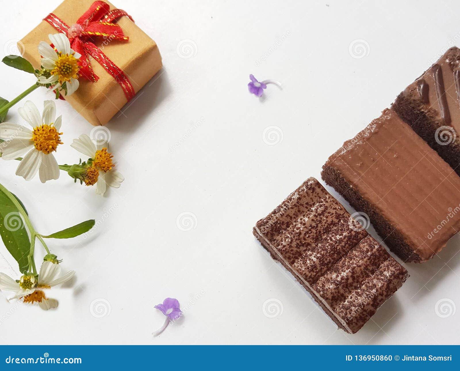 Zoete chocolade met giftdoos Gelukkige minnaarsdag De dagconcept van de valentijnskaart ` s