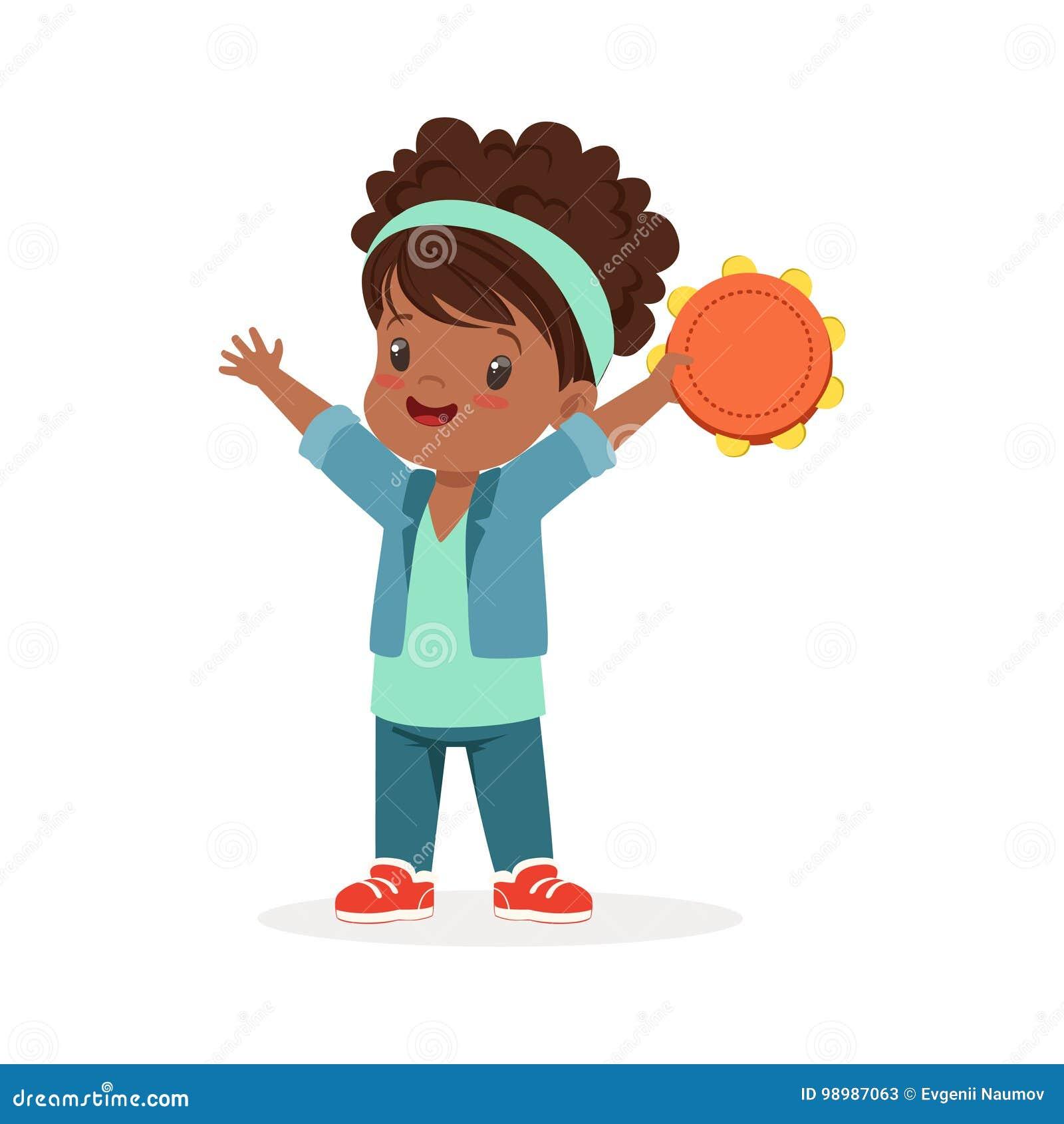 Zoete meisje het spelen tamboerijn, jonge musicus met stuk speelgoed muzikaal instrument, muzikaal onderwijs voor jonge geitjesbe