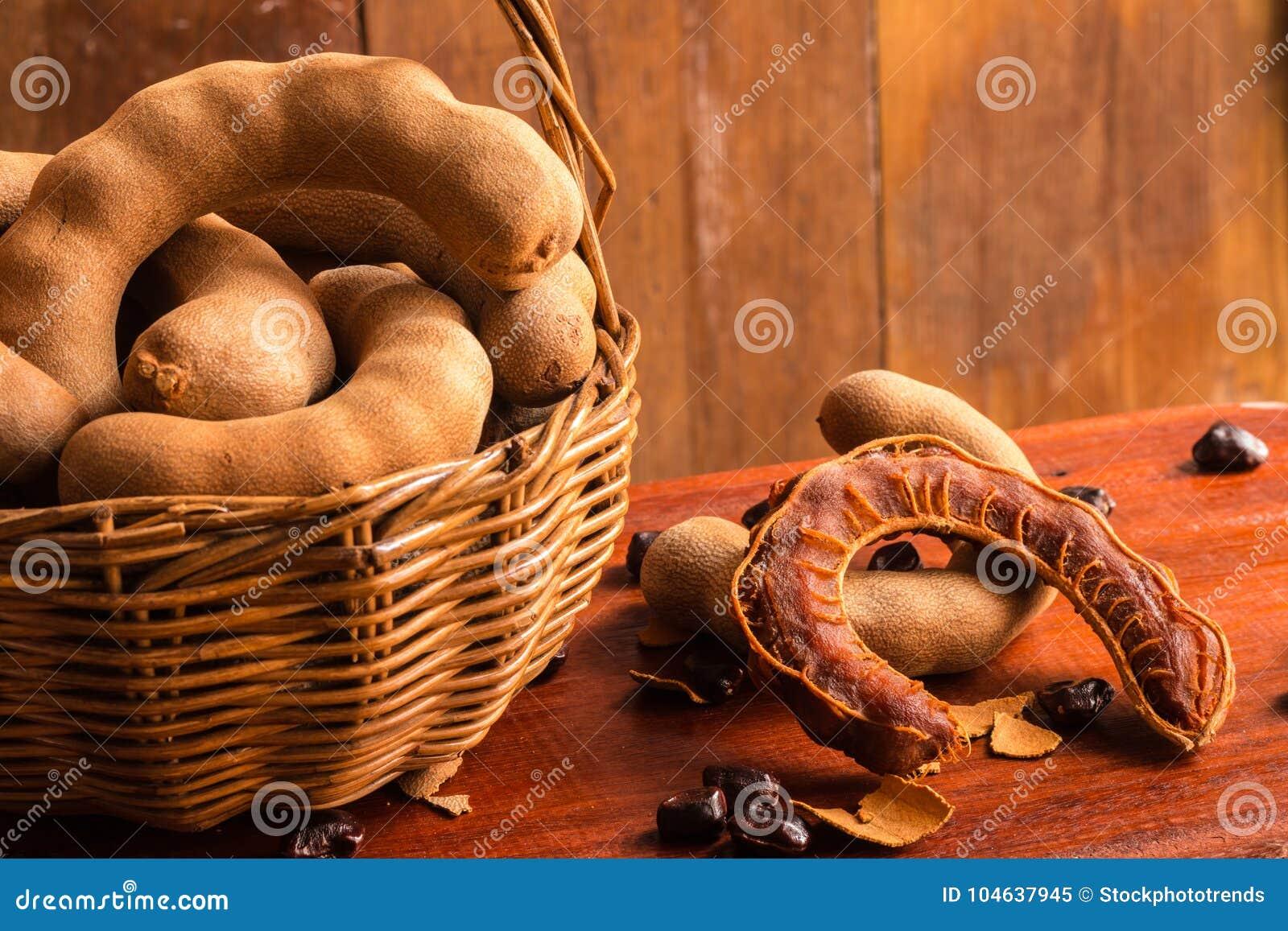 Download Zoete Rijpe Tamarindes En Zaden In De Mand Stock Afbeelding - Afbeelding bestaande uit koolhydraten, gezond: 104637945