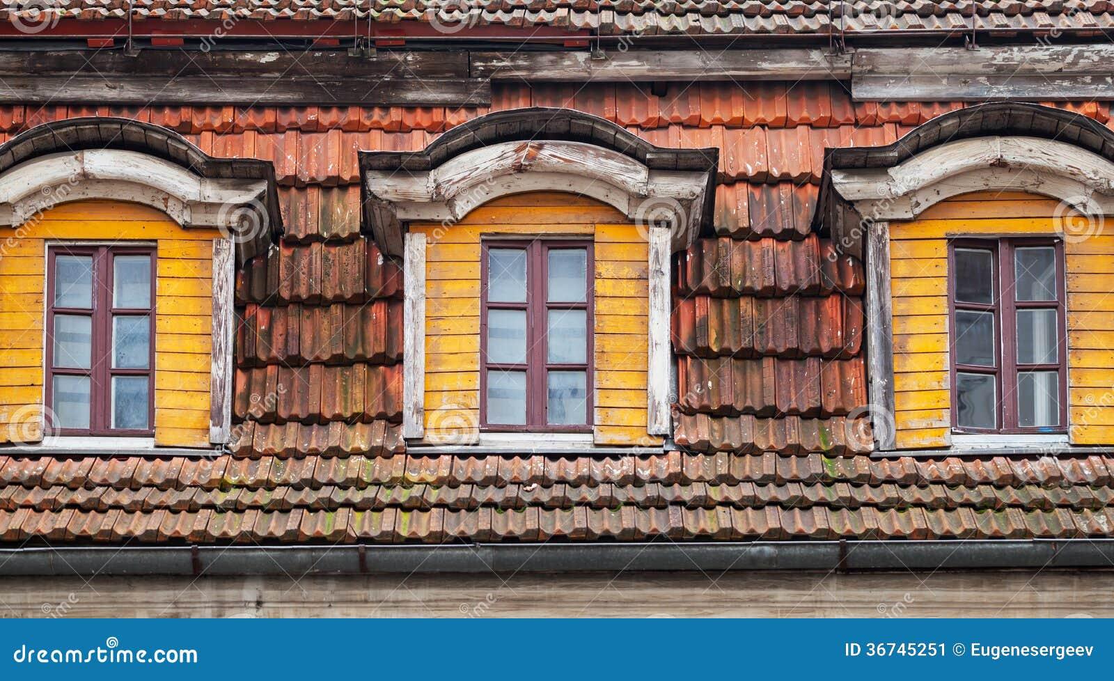 Zoldervensters van oud blokhuis