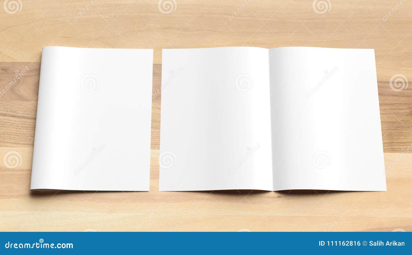 Zombaria vazia do folheto do tamanho da dobra A4 do Bi acima no fundo de madeira 3d