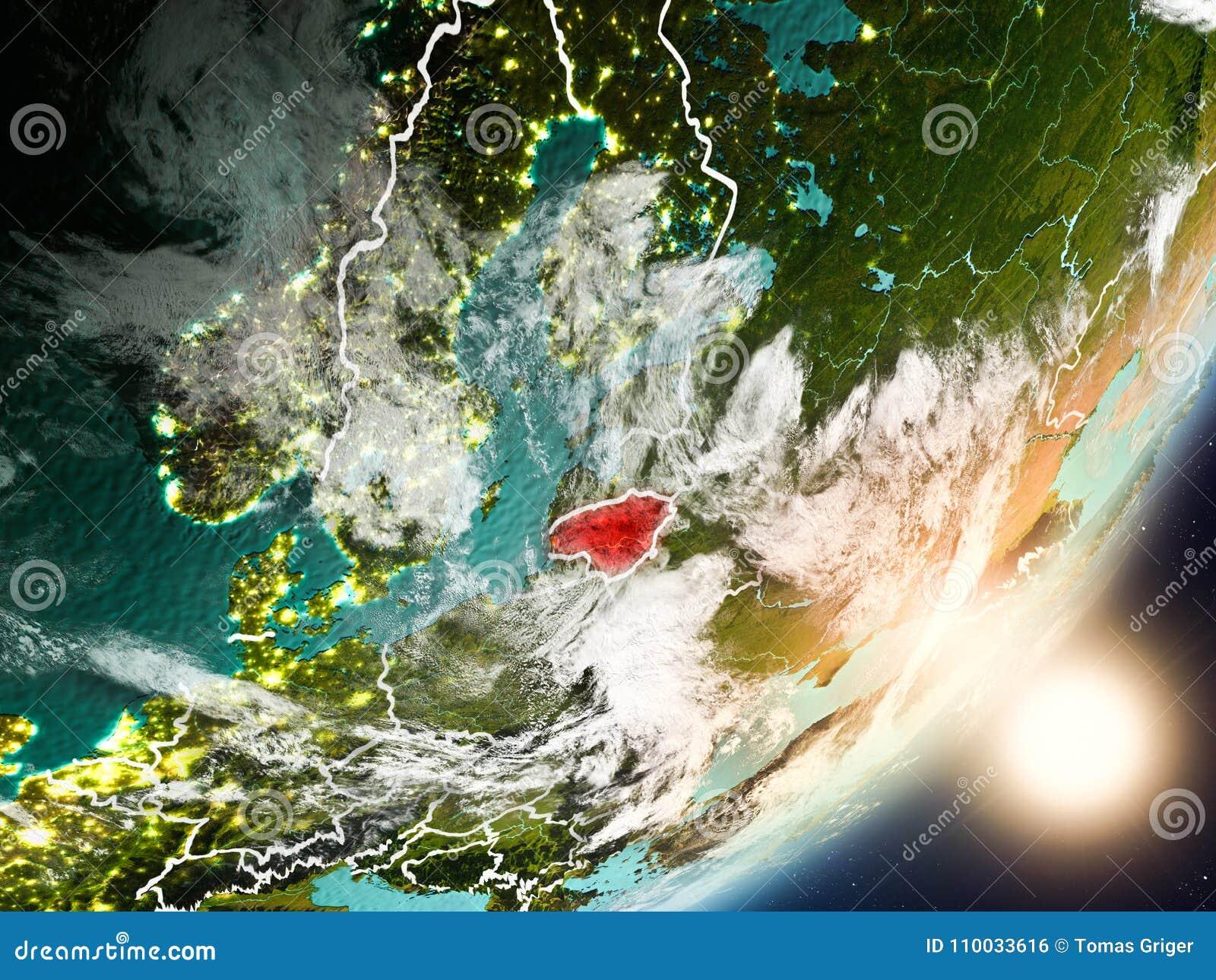 Zon die boven Litouwen van ruimte toenemen