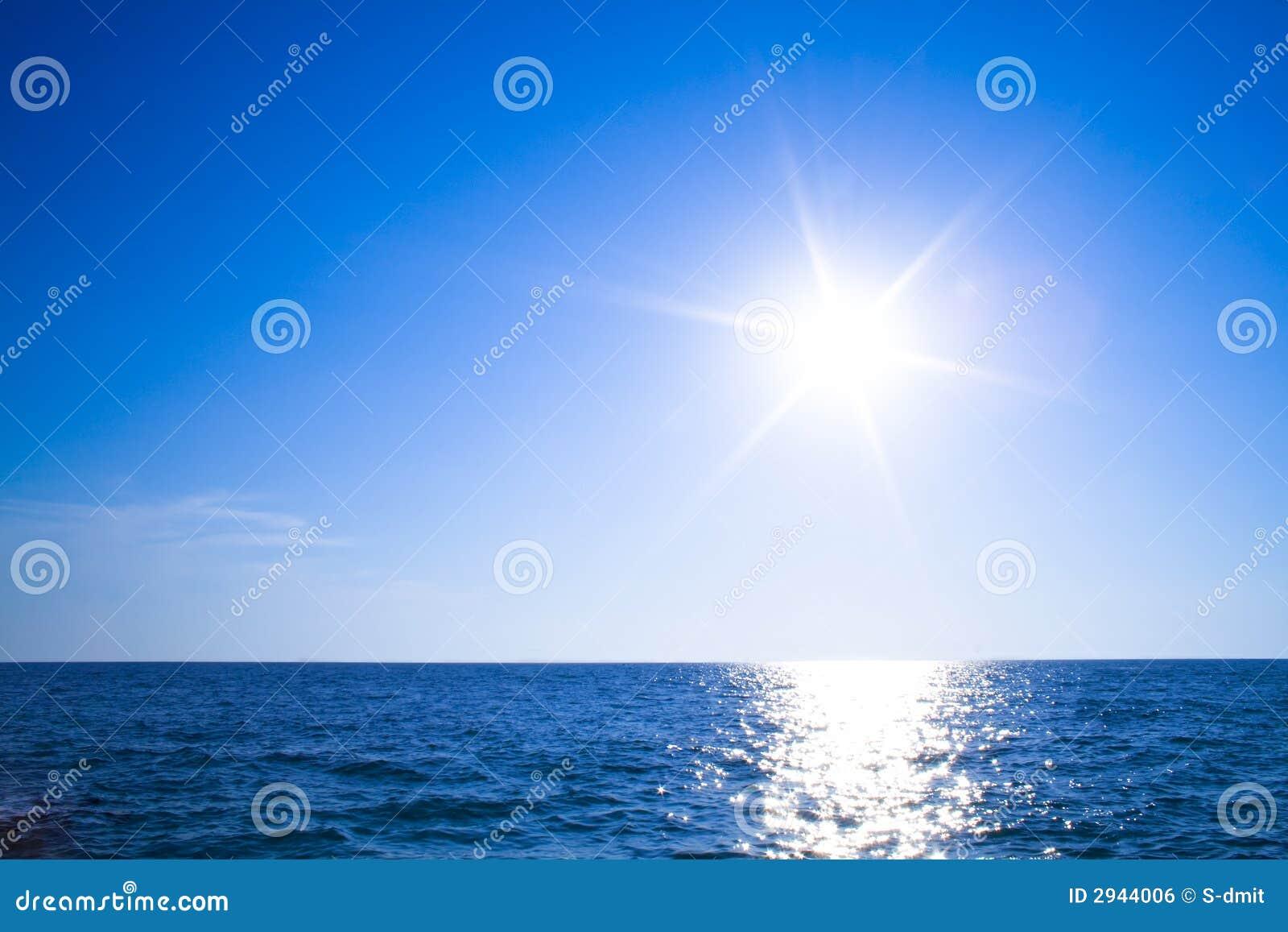 Zon, hemel en oceaan