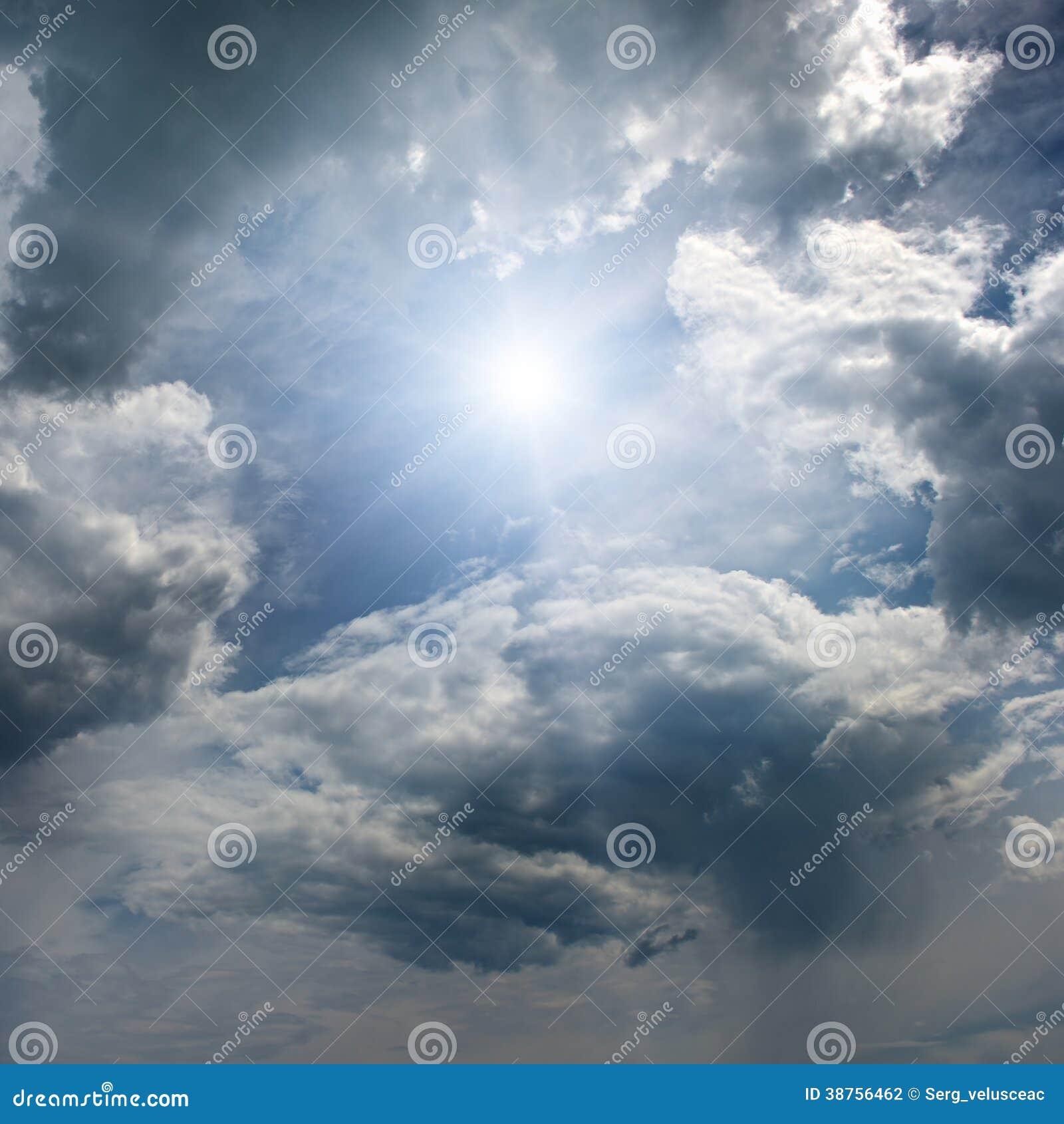 Zon op blauwe hemel