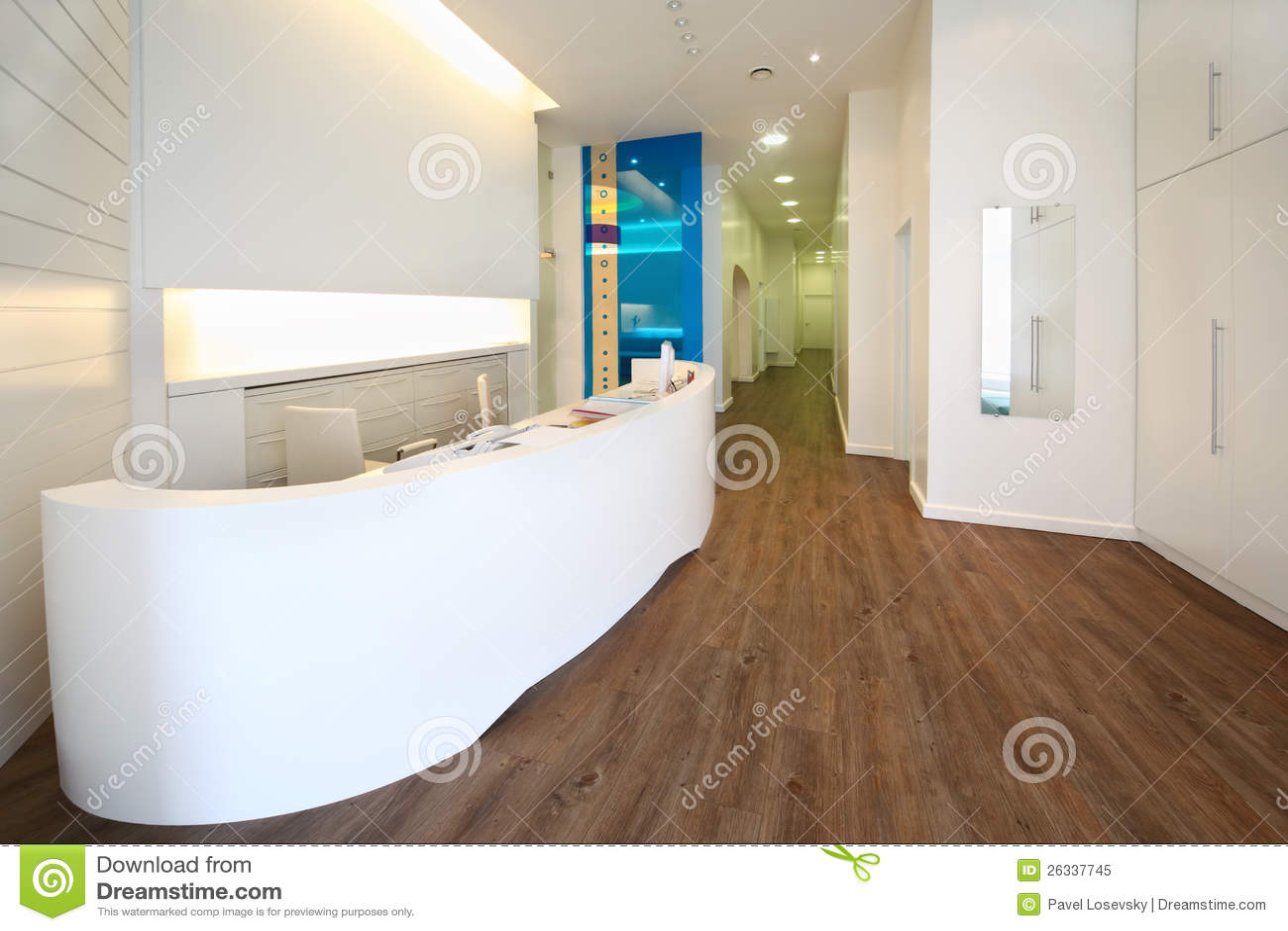 Zone d accueil de Lit dans la clinique dentaire.