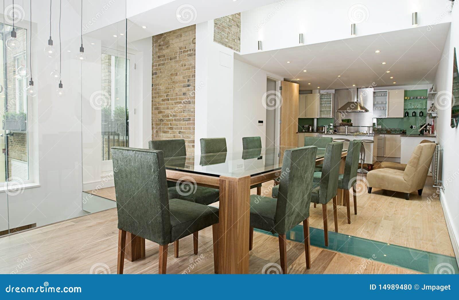 Zone dinante avec la cuisine ouverte de plan