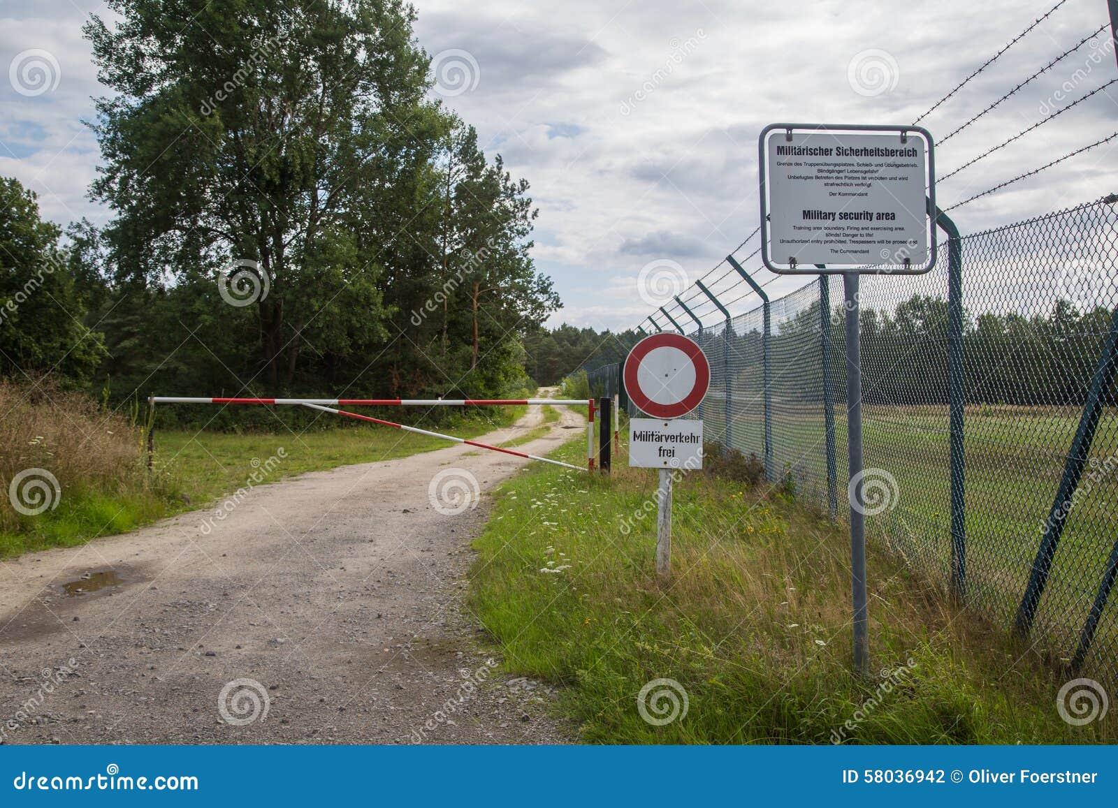 Zone militaire photo stock image 58036942 for La porte in time zone
