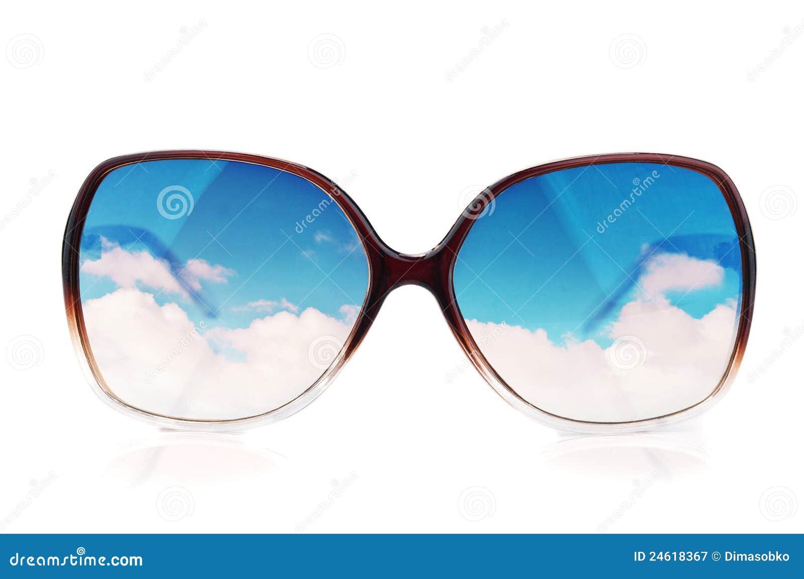 Zonnebril met de bezinningen van de hemel
