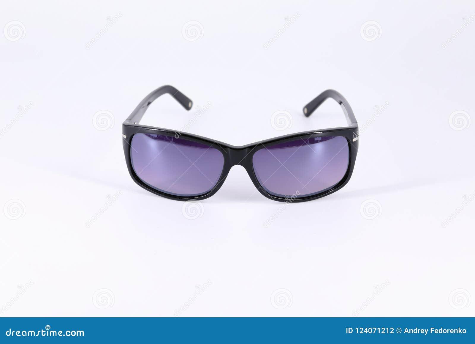 Zonnebril Lichte Glazen : Zonnebril van donkere materiële en donkere glazen wordt gemaakt dat
