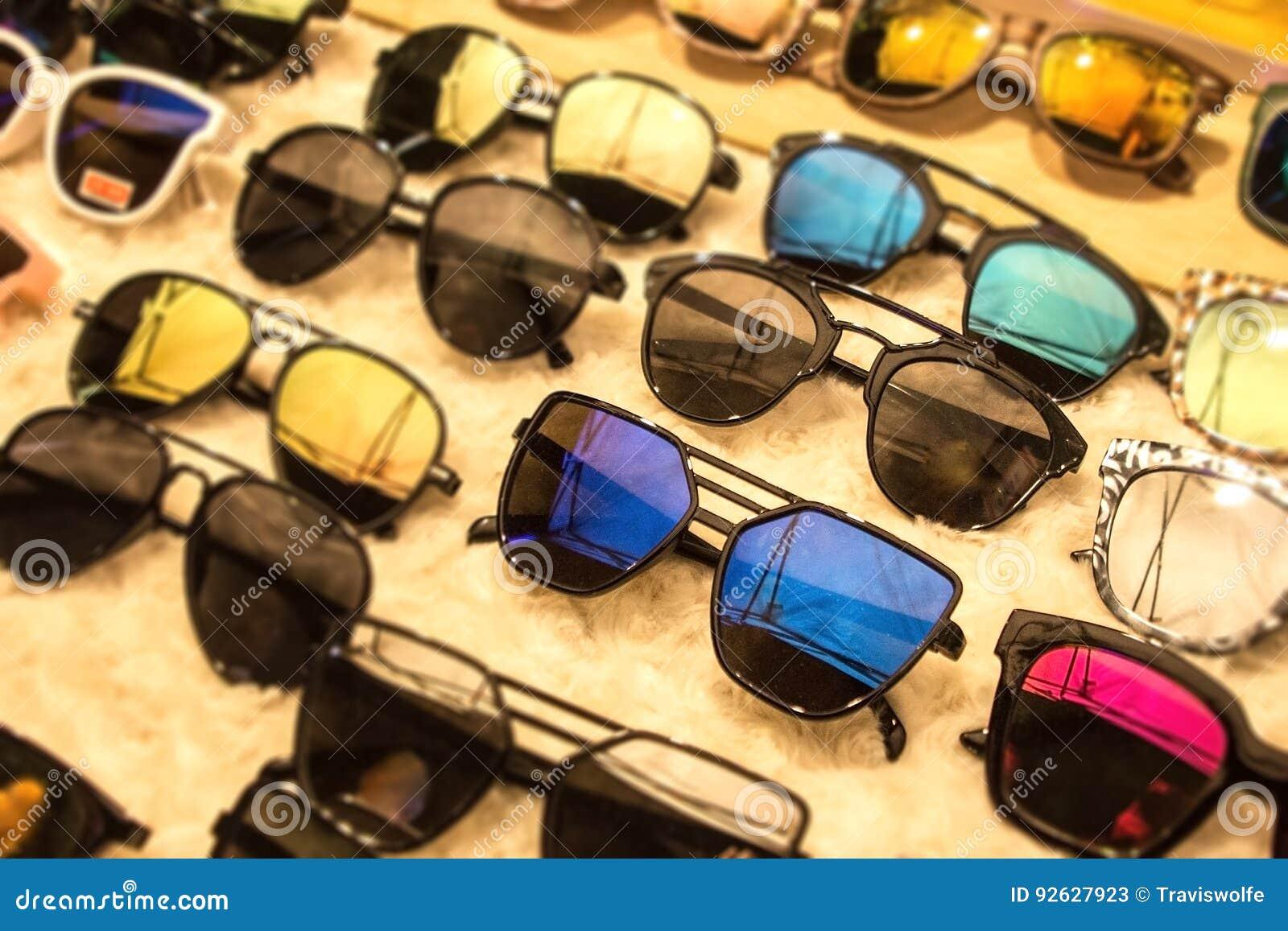 Zonnebril in vele donkere UVschaduwen voor verschillende stijlen Het winkelen voor kortingen en verkoop bij de winkel van de oogg