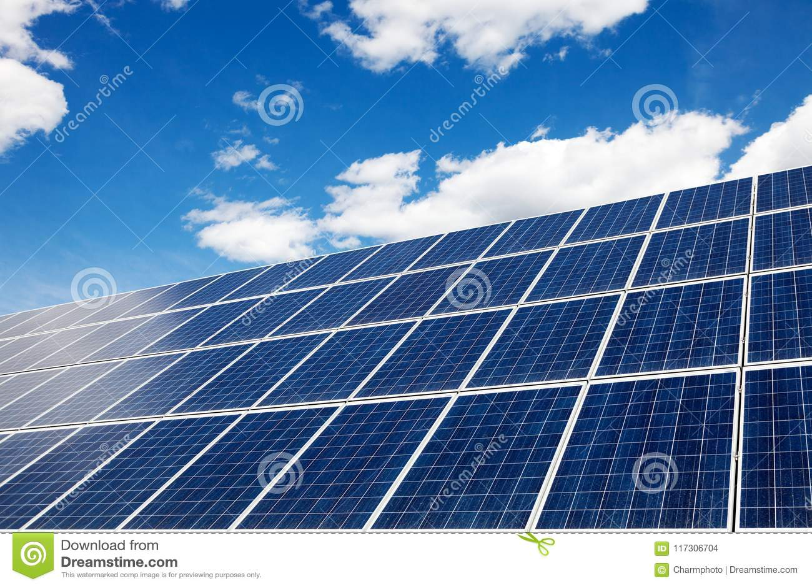 Zonnepanelen - een alternatieve energiebron Milieuvriendelijke transportmiddelen en vernieuwbare energie