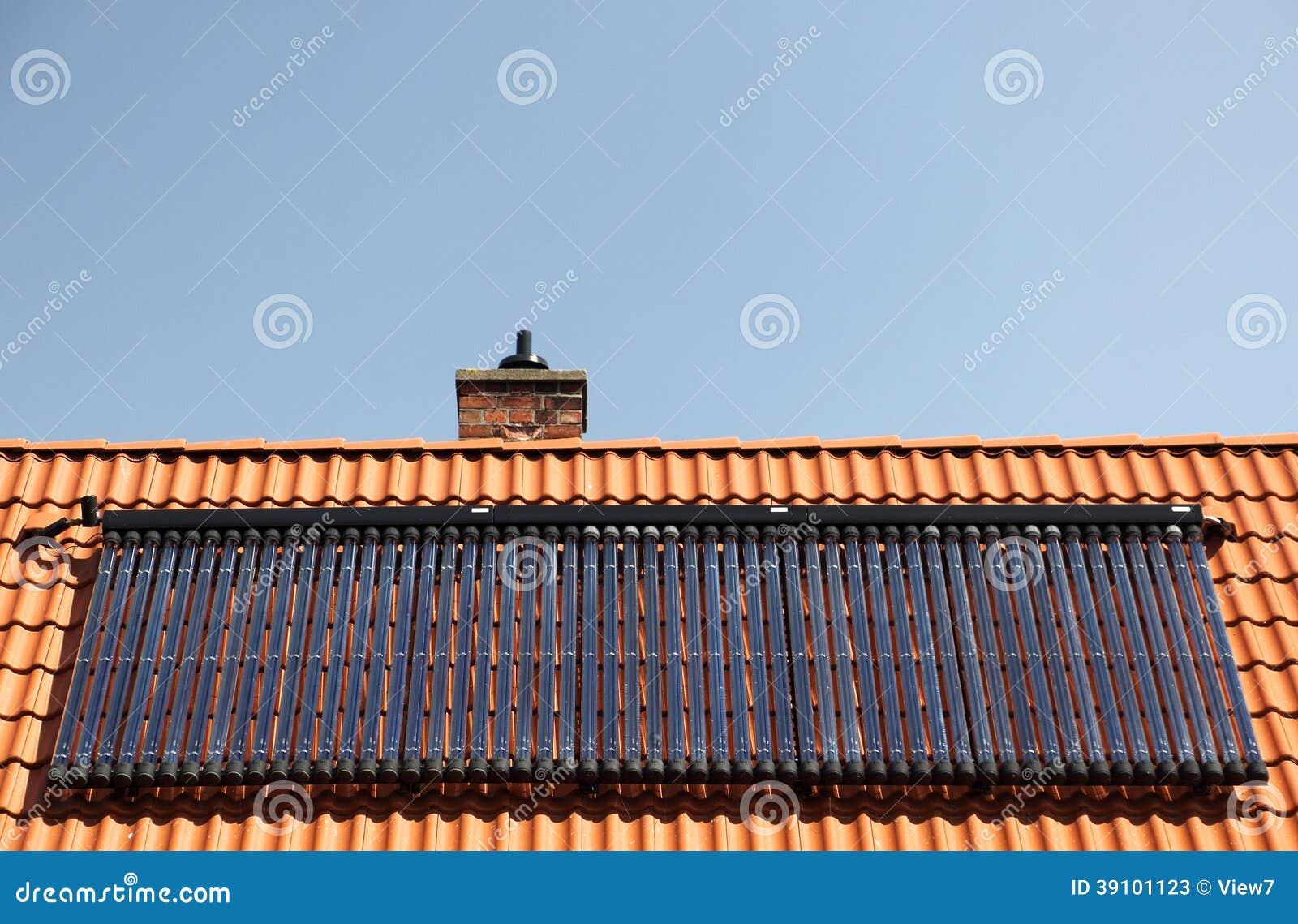 Zonnepanelen op betegeld dak