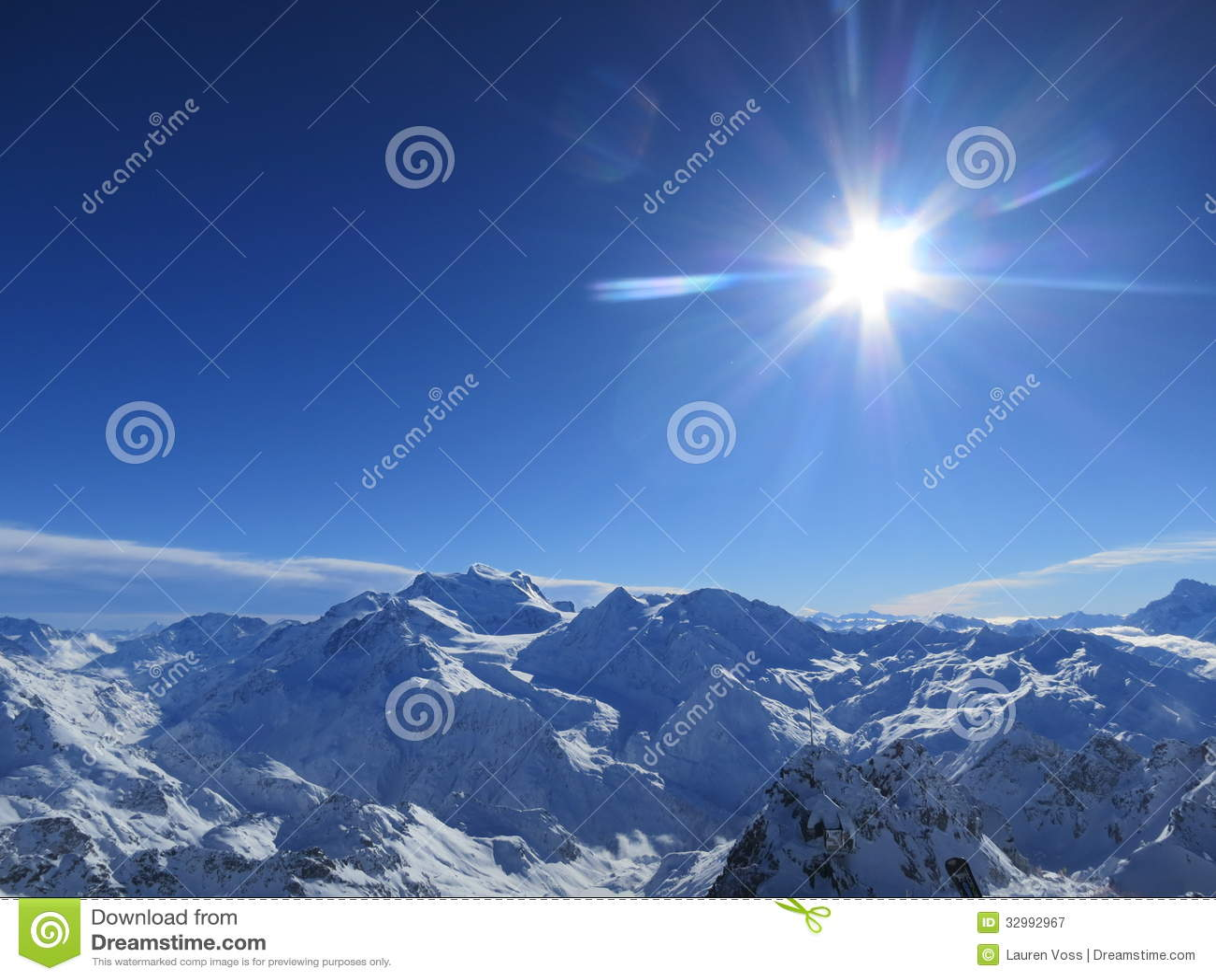 Zonnestraal over de Zwitserse Alpen