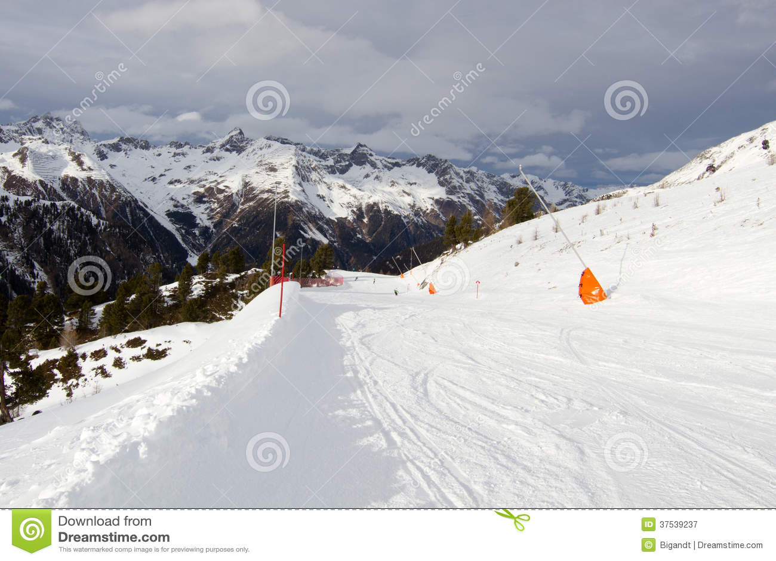 Zonnige skihelling