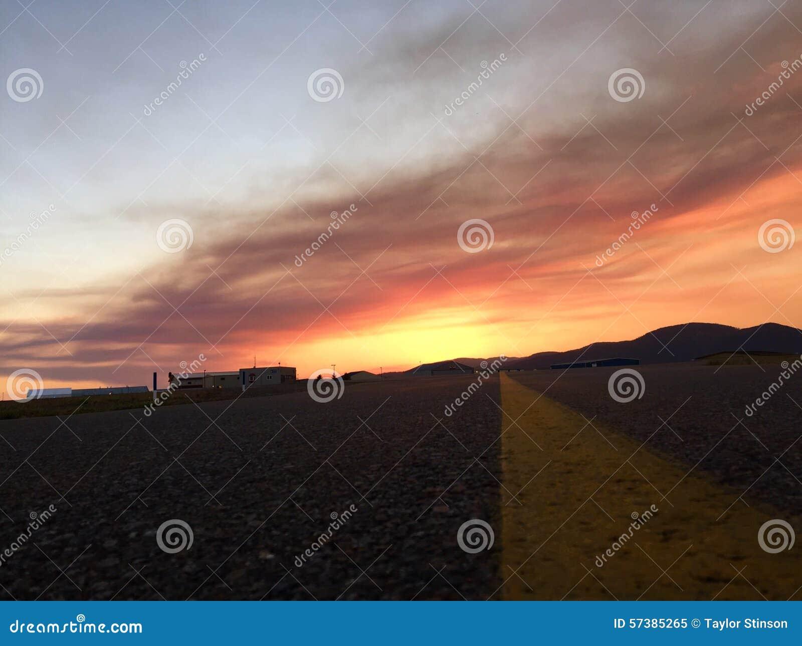 Zonsondergang bij de luchthaven