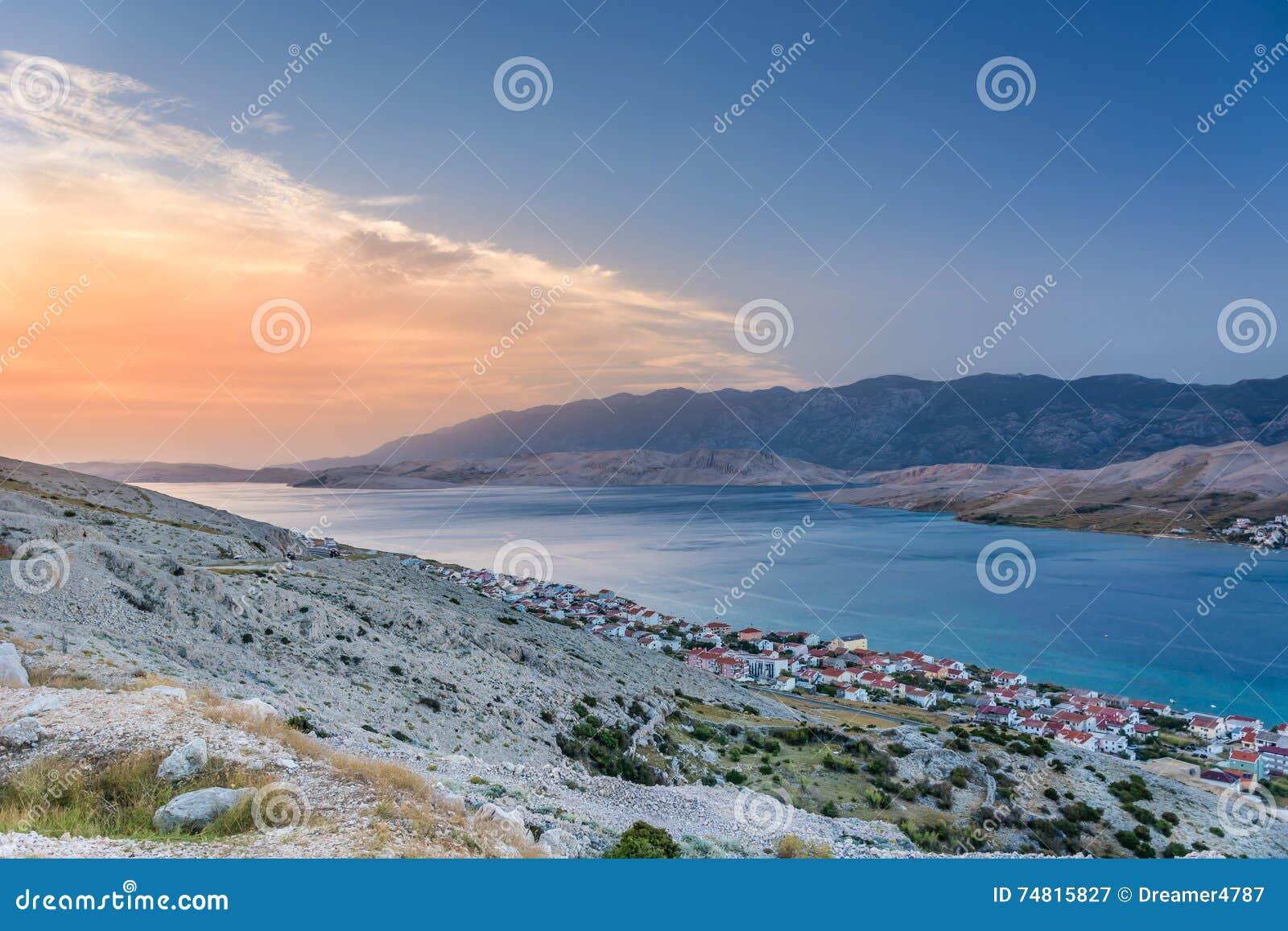 Zonsondergang bij Eiland Pag in Kroatië