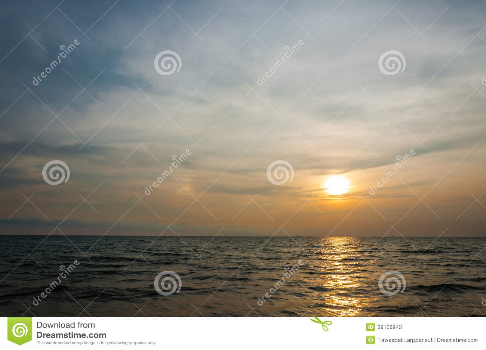 Zonsondergang bij het strand
