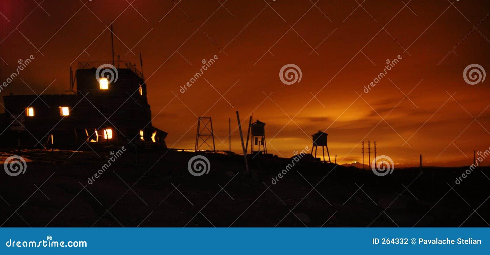 Zonsondergang bij het Weerstation Omu