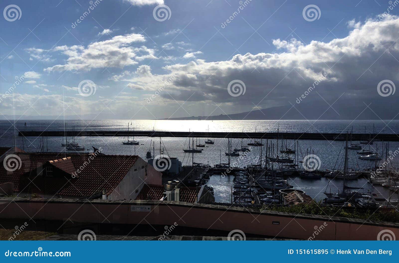 Zonsondergang bij Horta-haven