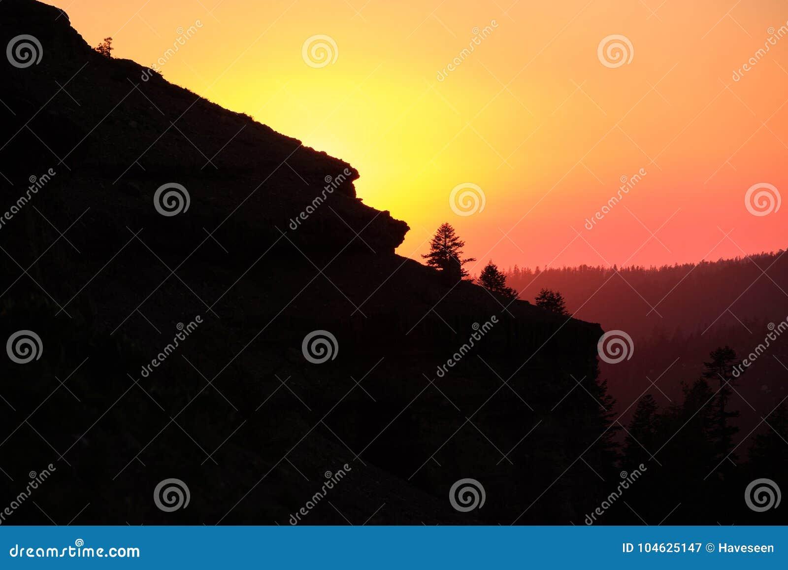 Download Zonsondergang Bij Sierra Nevada -bergen In Californië Stock Afbeelding - Afbeelding bestaande uit toneel, wildernis: 104625147