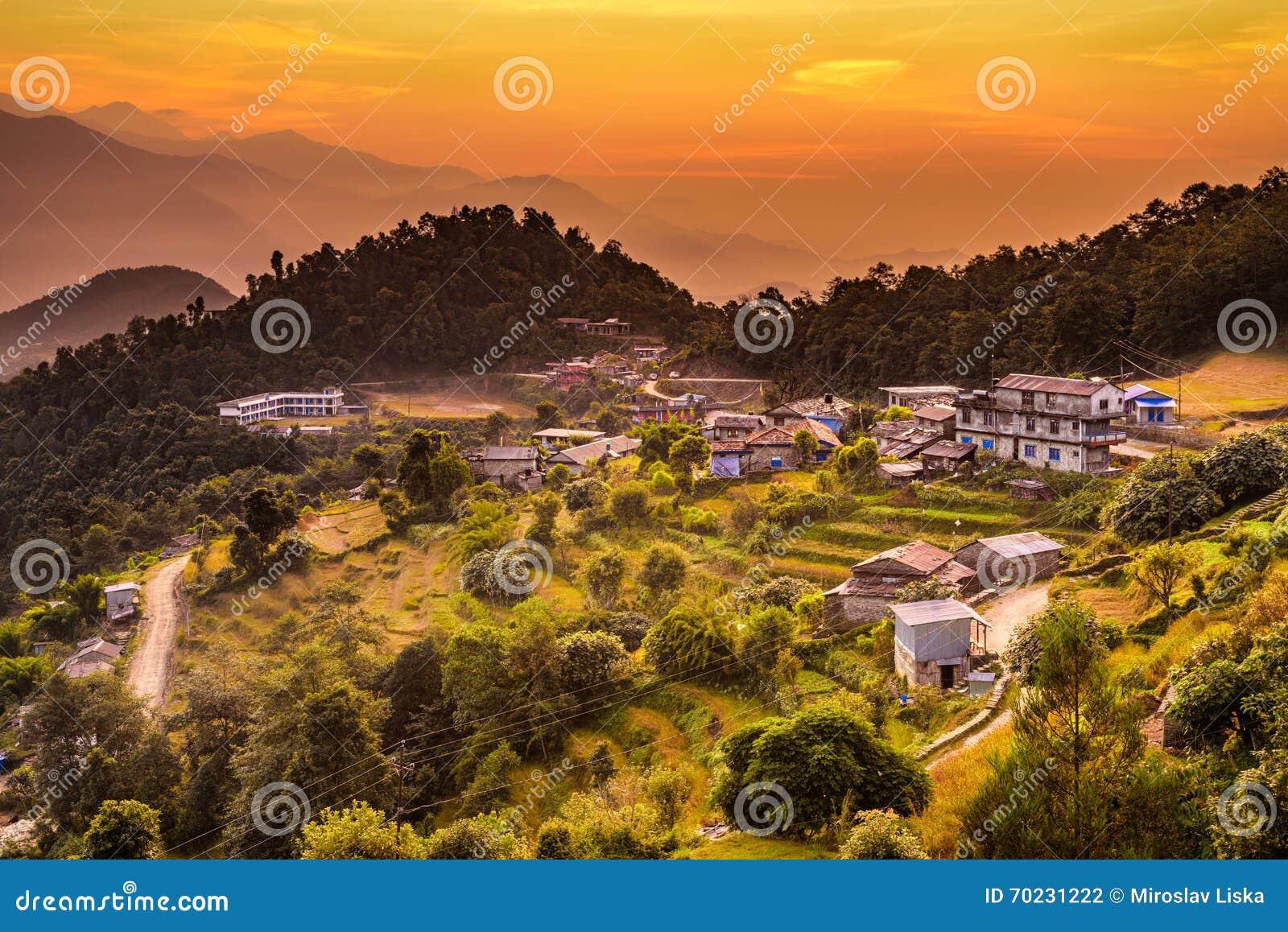 Zonsondergang boven Dhampus in Nepal