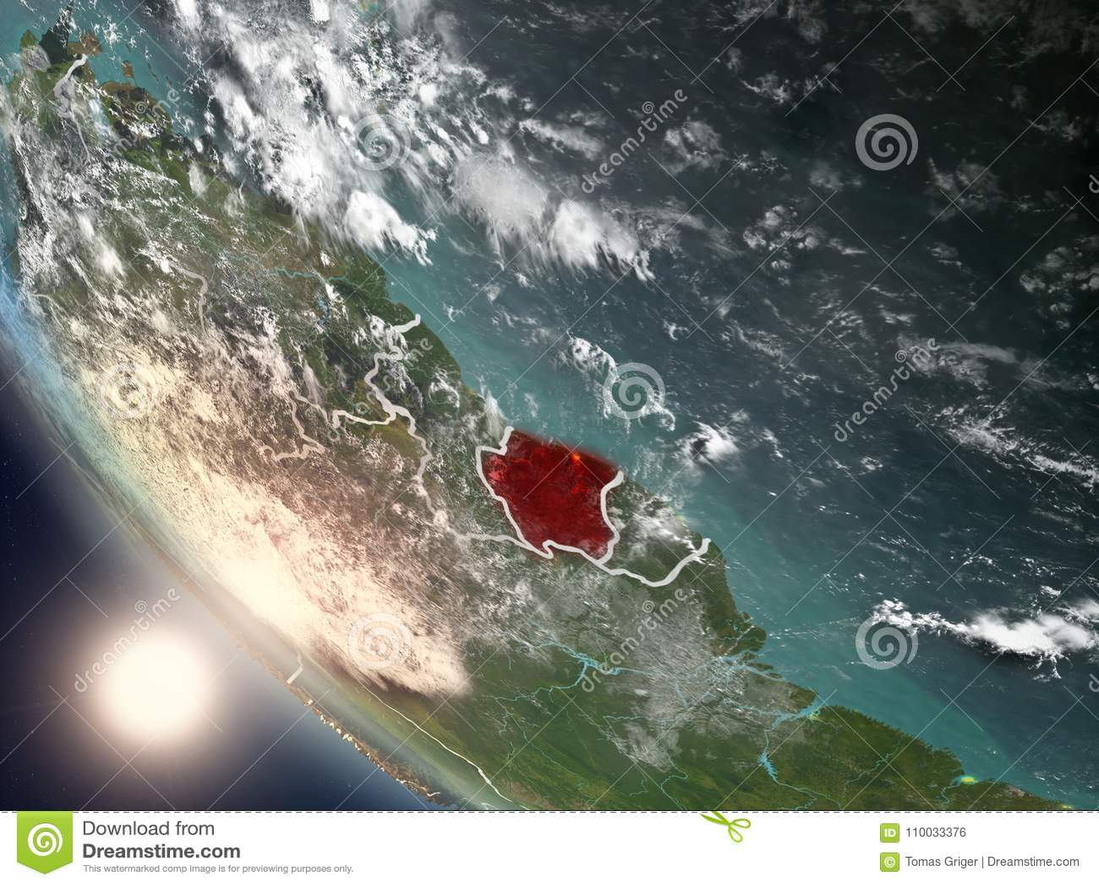 Zonsondergang boven Suriname van ruimte