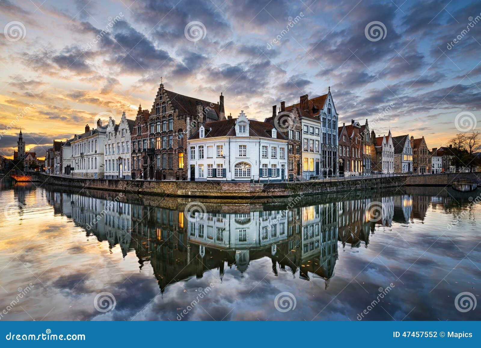 Zonsondergang in Brugge, België