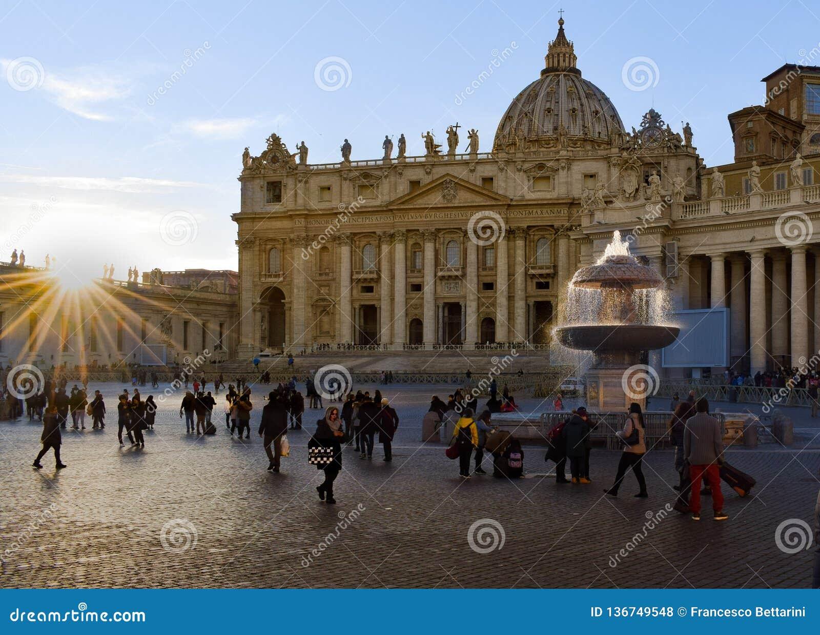 Zonsondergang in de stad van Vatikaan