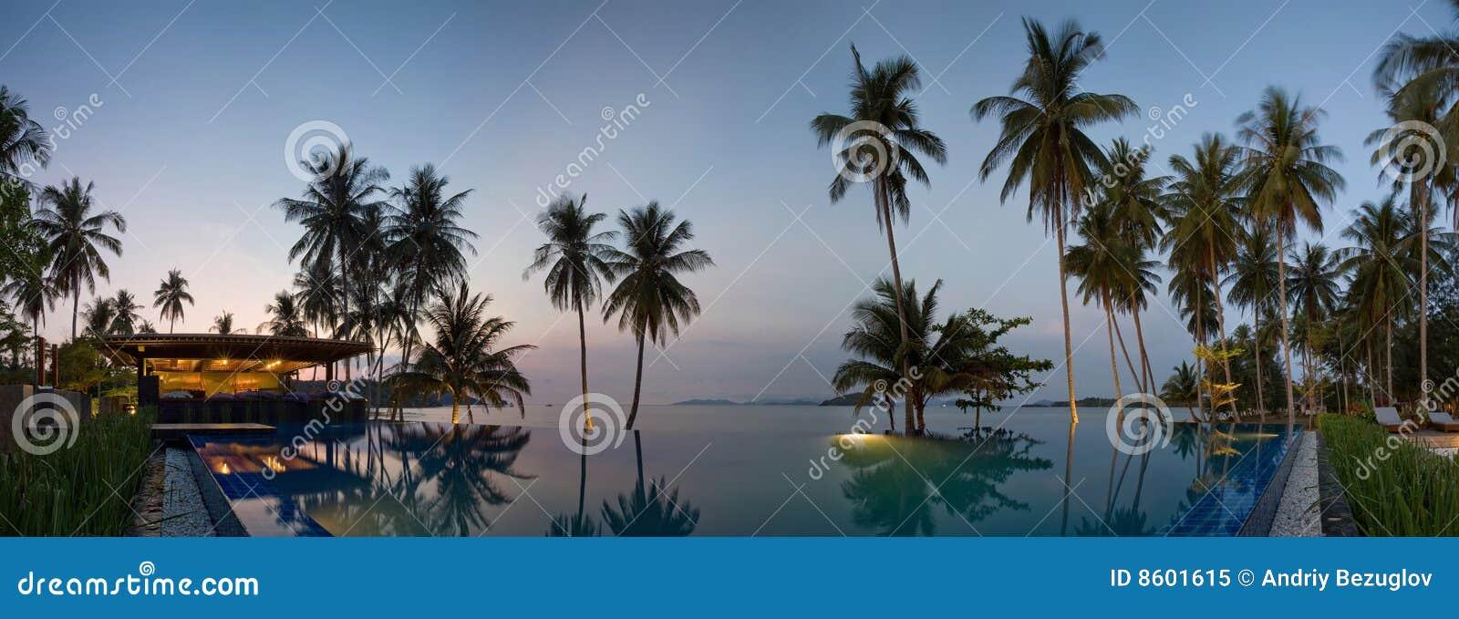 Zonsondergang in de toevlucht van Thailand