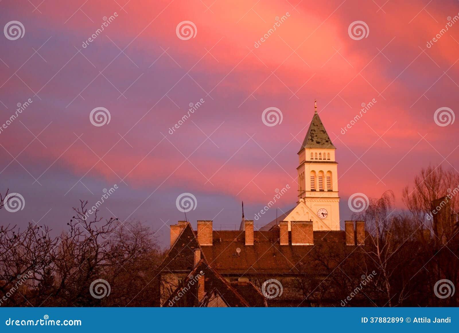 Zonsondergang in de voorstad, Boedapest, Hongarije
