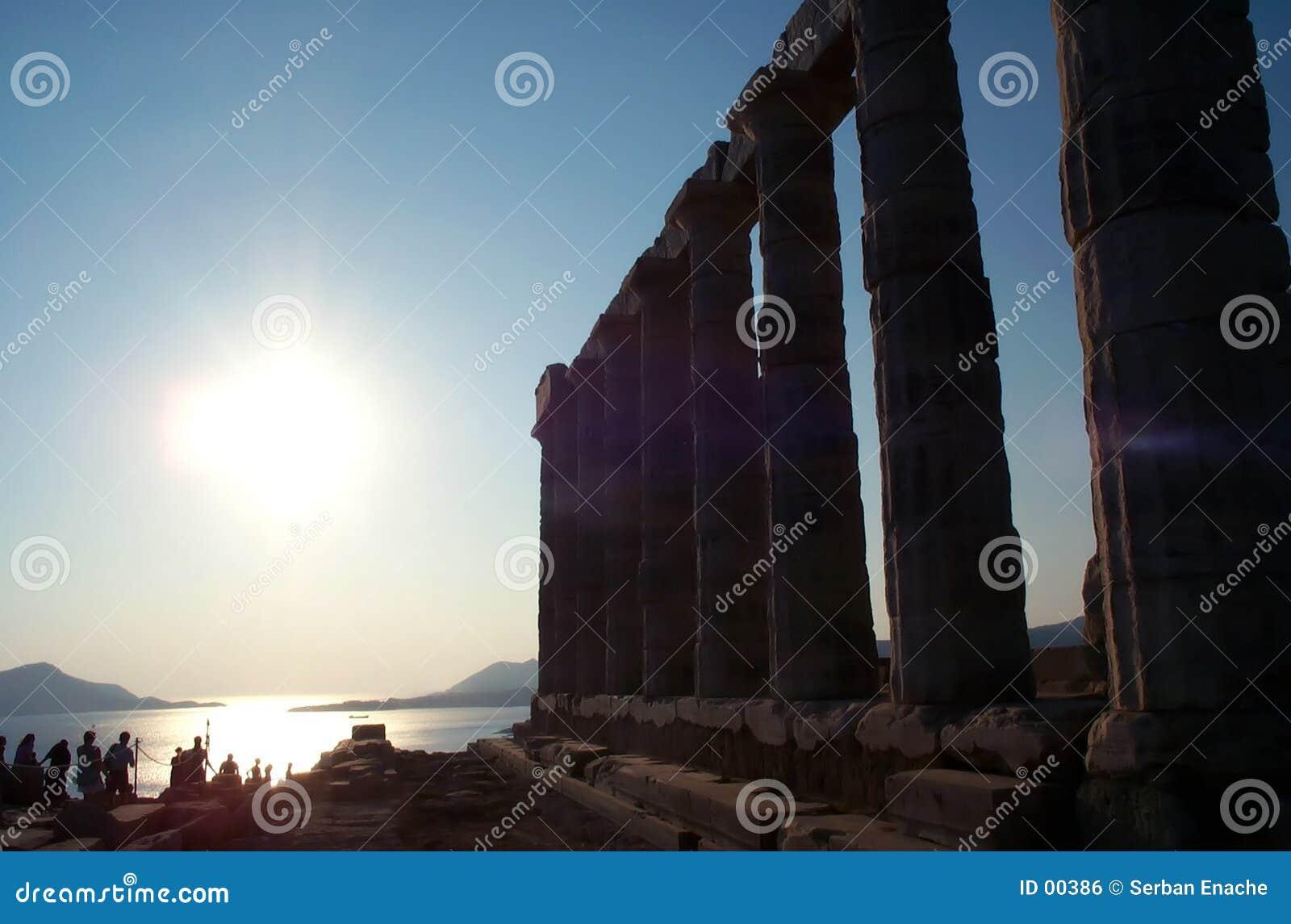 Zonsondergang dichtbij tempel