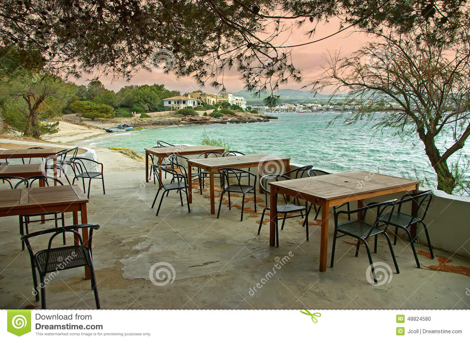 Zonsondergang in een mediterraan terras stock foto afbeelding 48824580 - Foto sluit een overdekt terras ...
