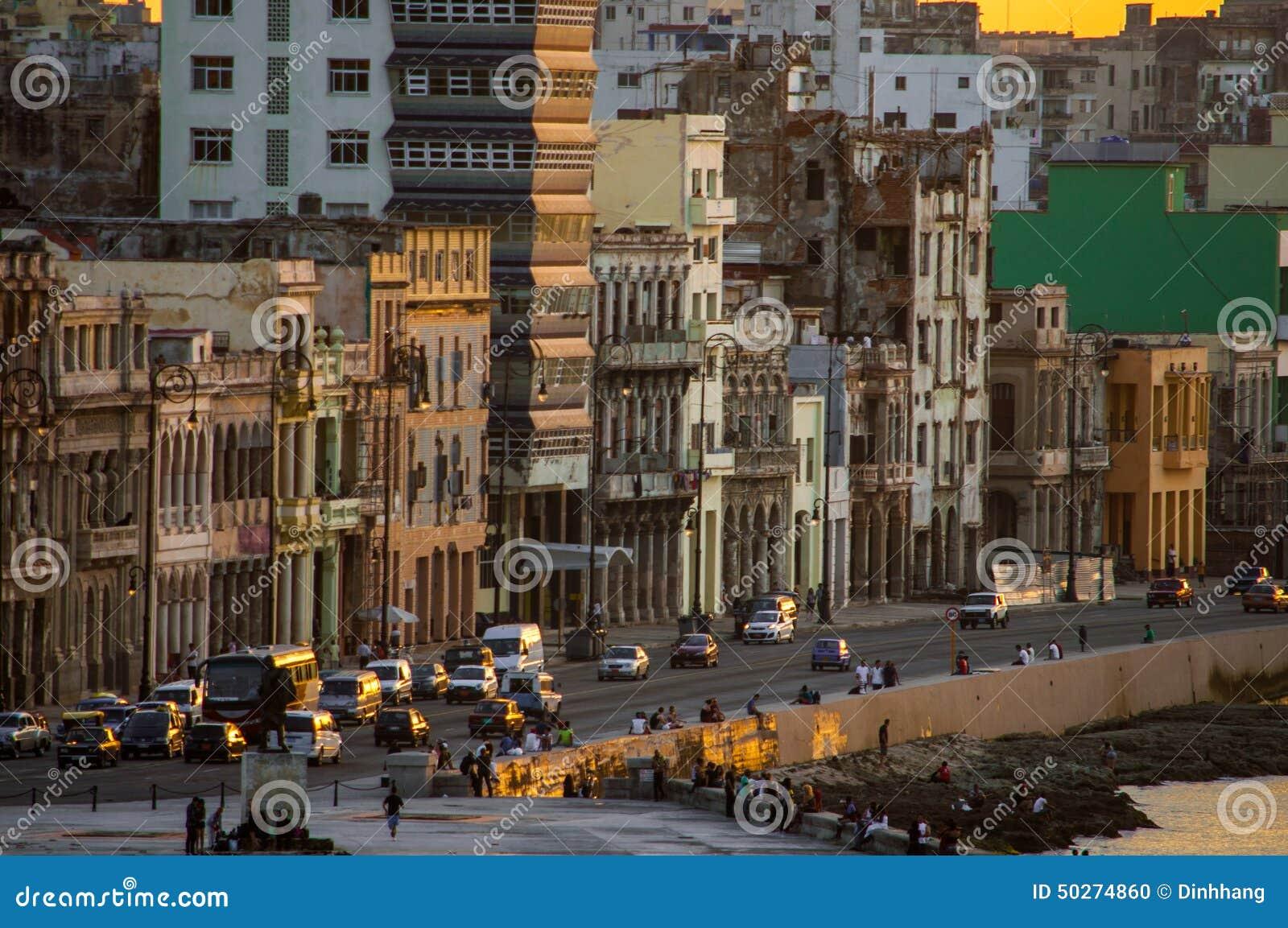 Zonsondergang in Malecà ³ n, Havana, Cuba