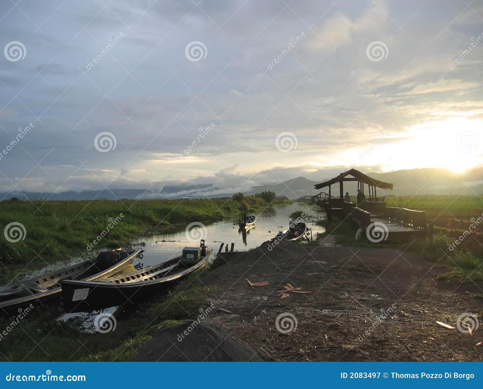 Zonsondergang met boten