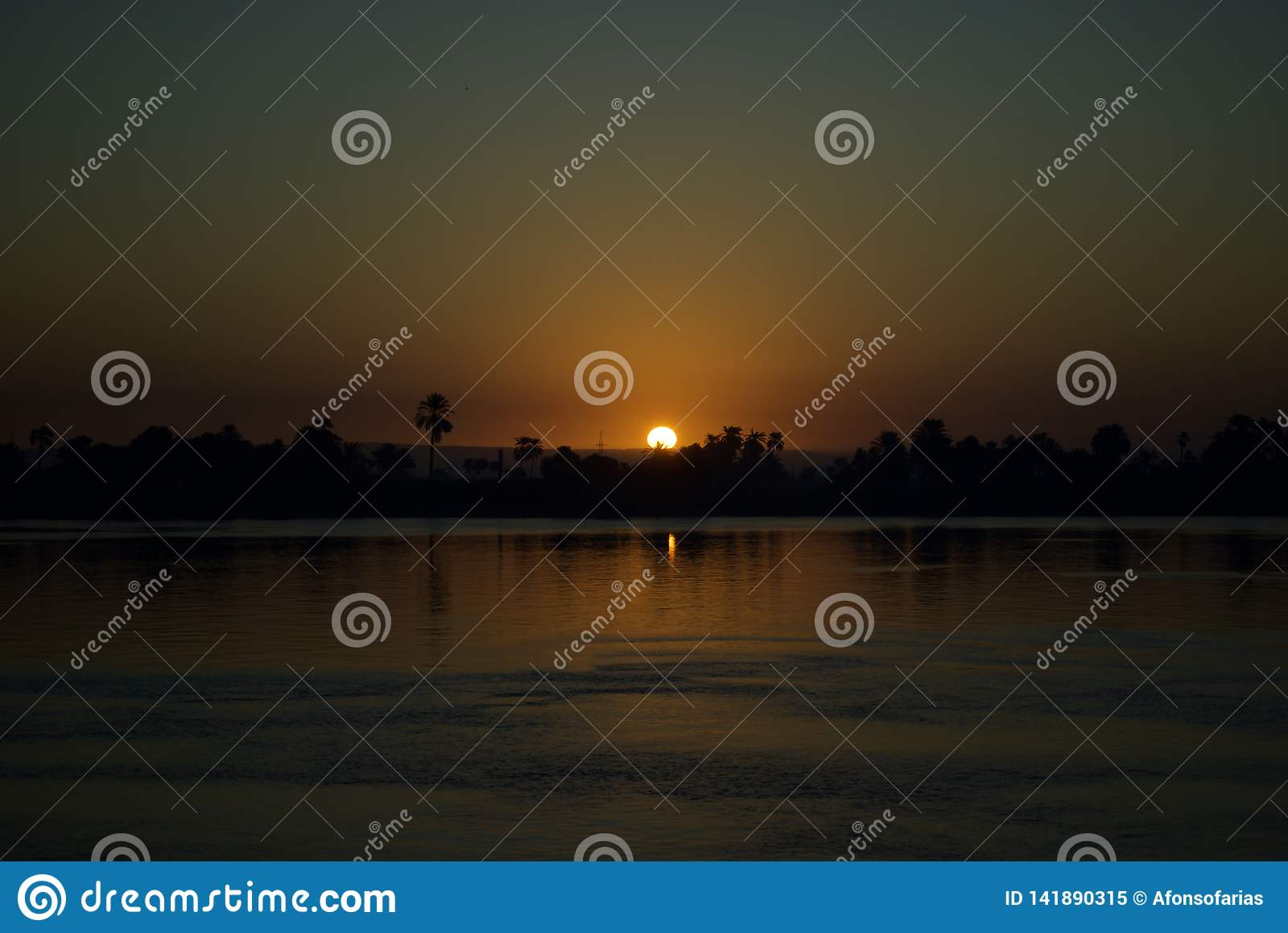 Zonsondergang in Nile River, Egypte